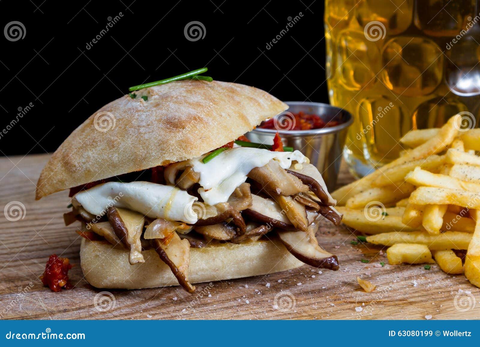Download Sandwich à champignon image stock. Image du saveur, noir - 63080199