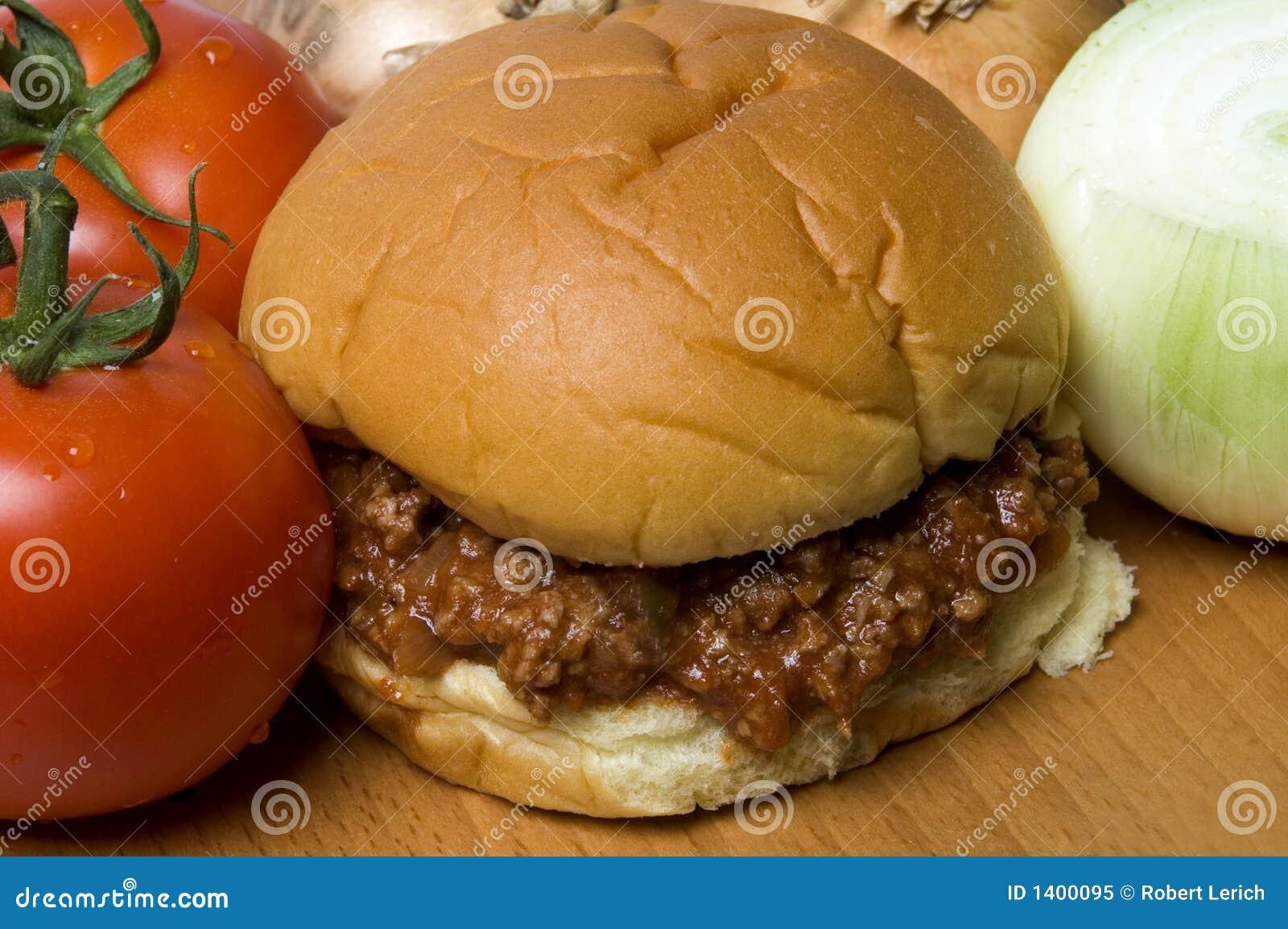 Sandwich à Joe mouillé aux oignons de tomates