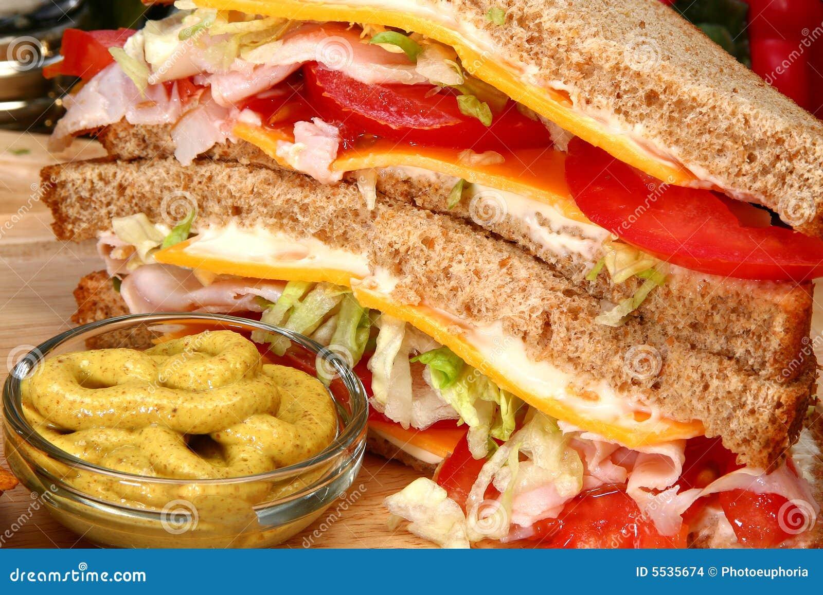 Sandwich à Turquie dans la cuisine
