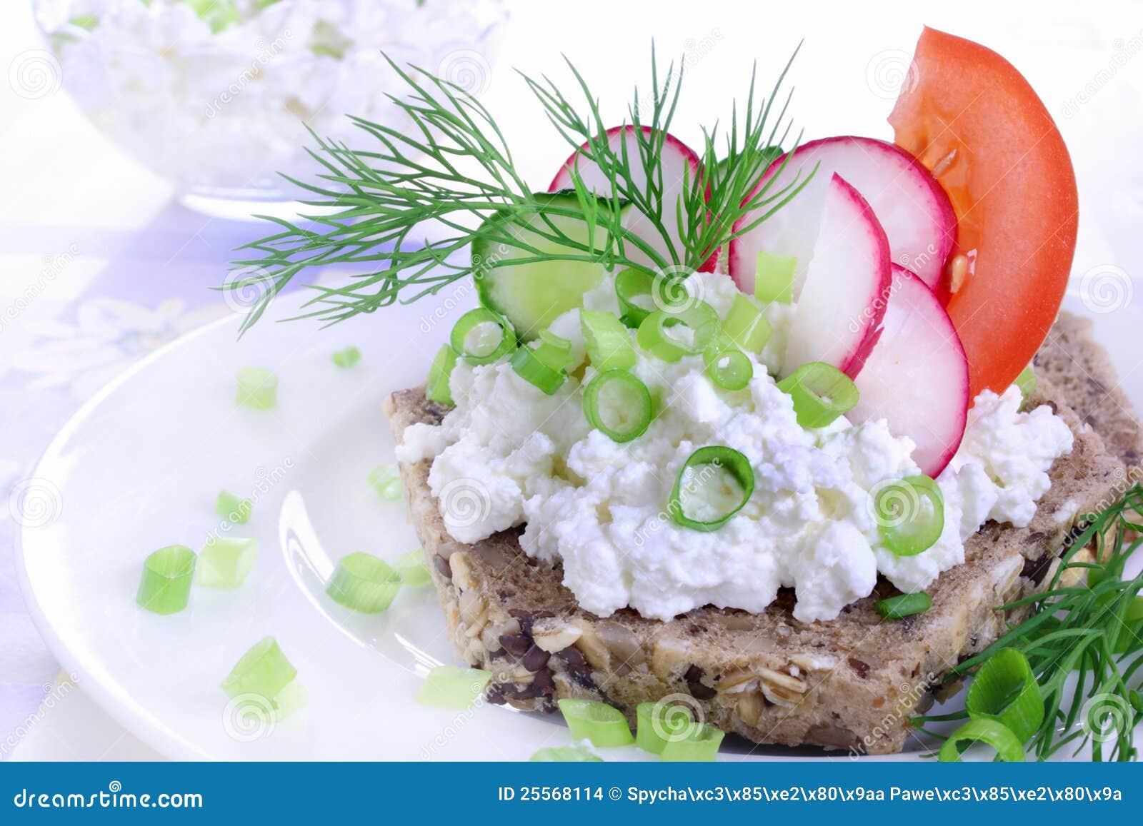 Sandwich avec le fromage blanc