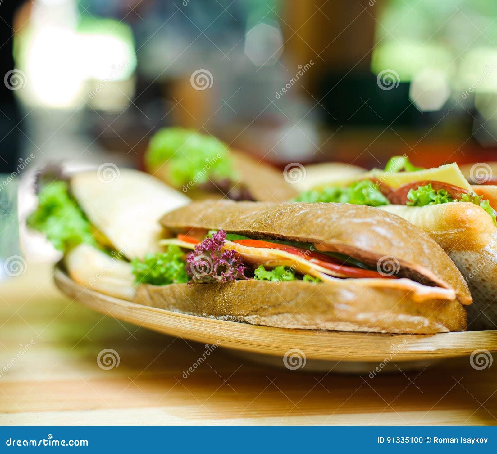 Sandwich d un plat en bois
