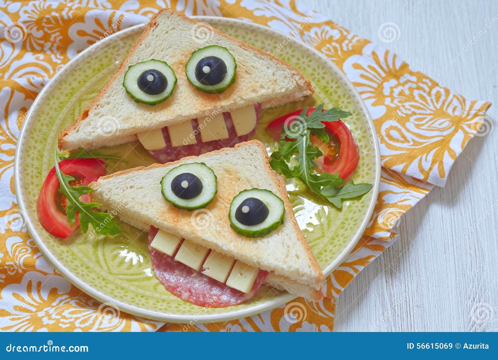 sandwich dr le pour le d jeuner d 39 enfants image stock image du olive visage 56615069. Black Bedroom Furniture Sets. Home Design Ideas