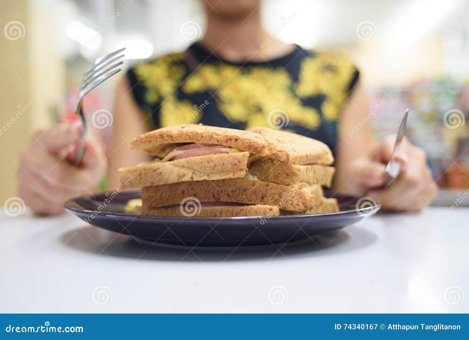Sandwich et affamé