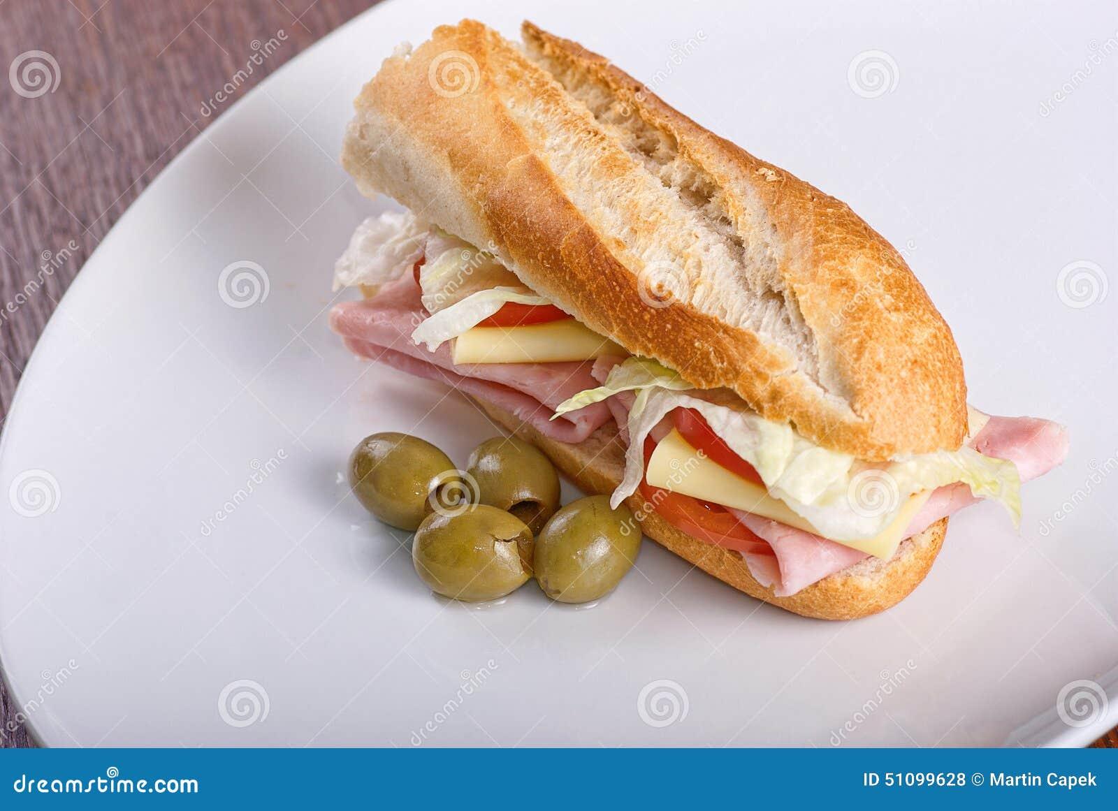 Sandwich fait maison avec du jambon la salade le chesse for Baguette du maison