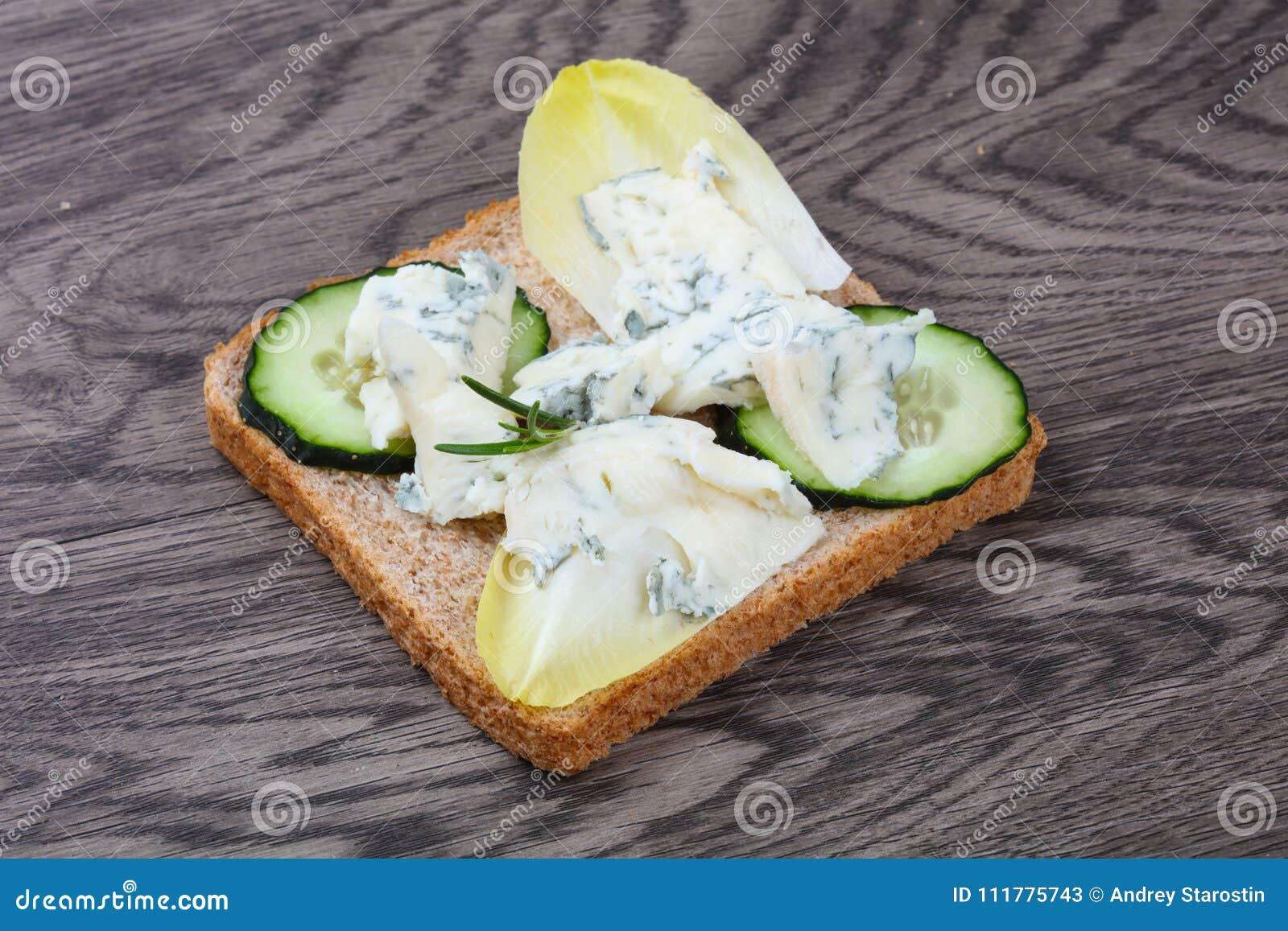Sandwich with gorgonzola