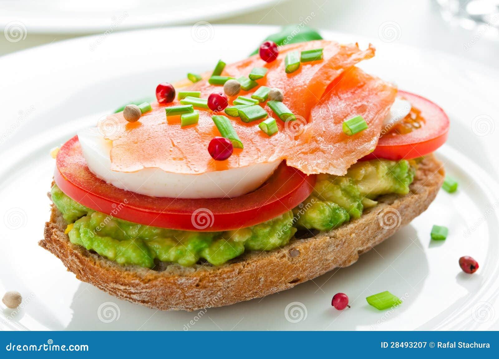 Sandwich mit geräuchertem Lachs
