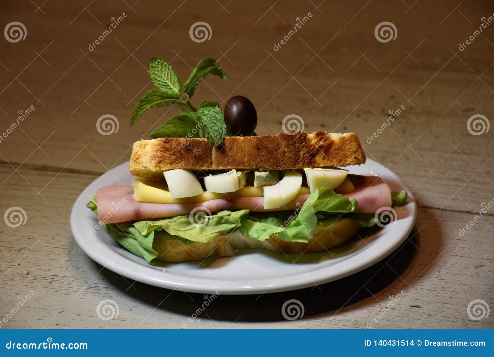 Sandwich typique à jambon
