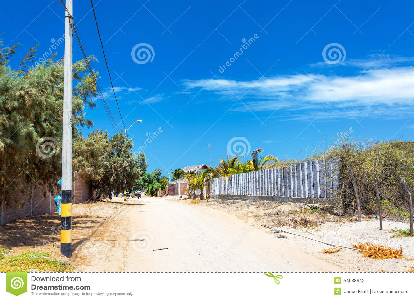 Sandy Road em Mancora, Peru