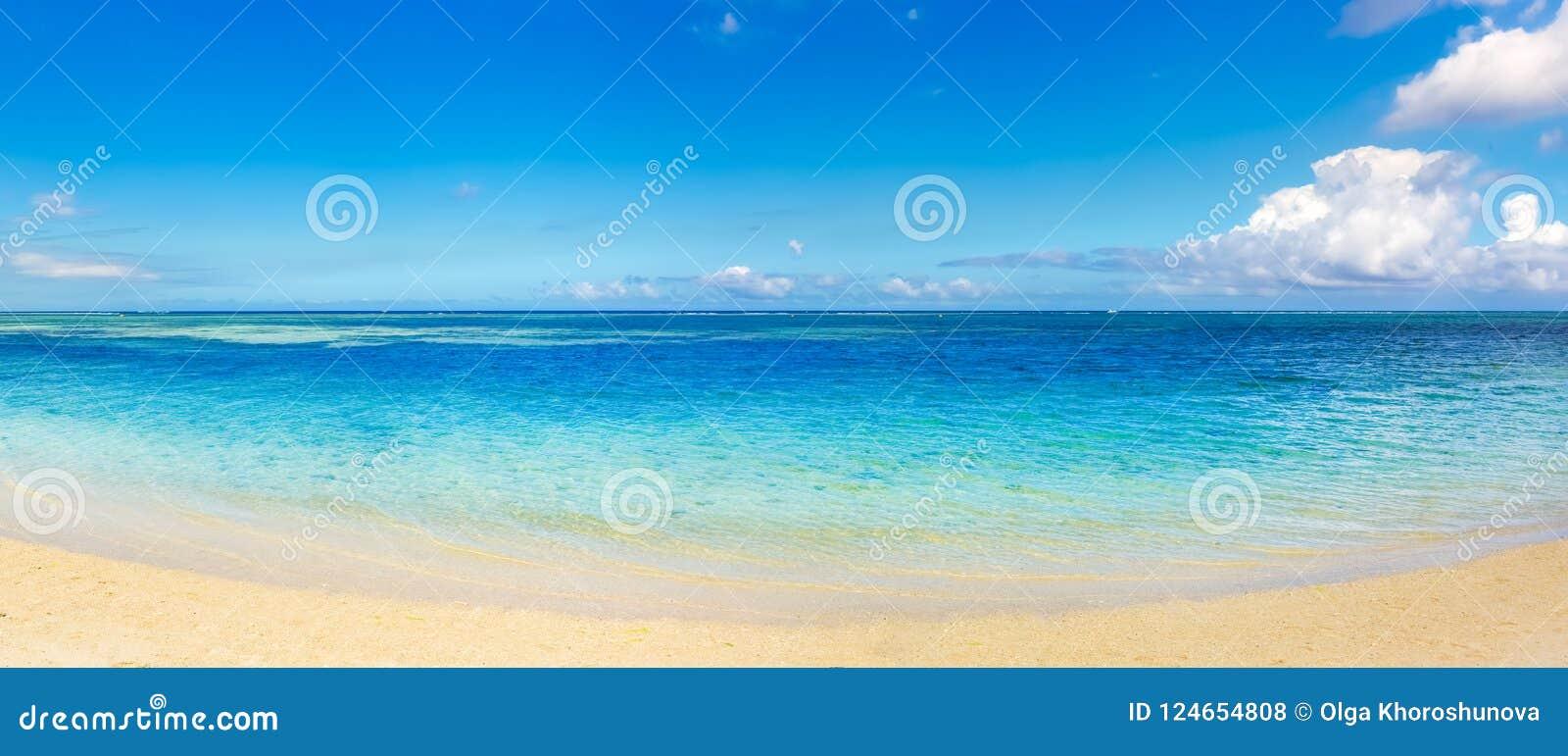 Sandy-tropischer Strand Schöne Landschaft Panorama