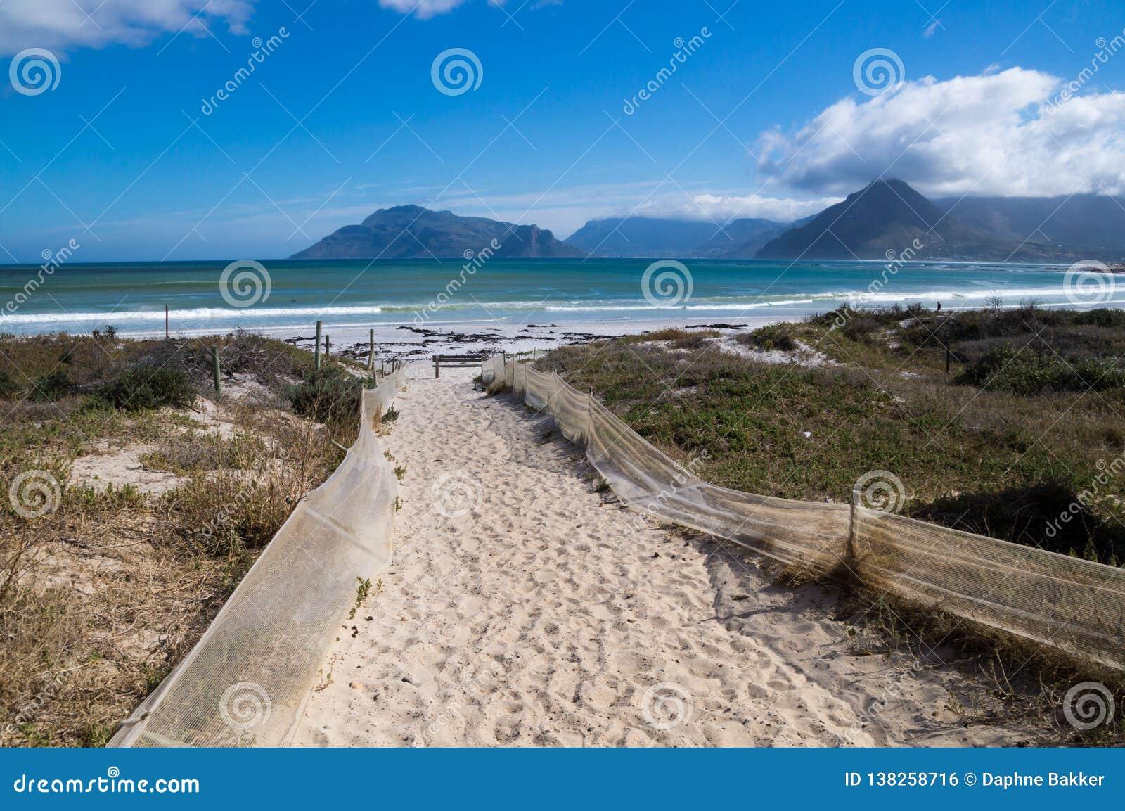Sandy-Weg führt zu Noordhoek-Strand