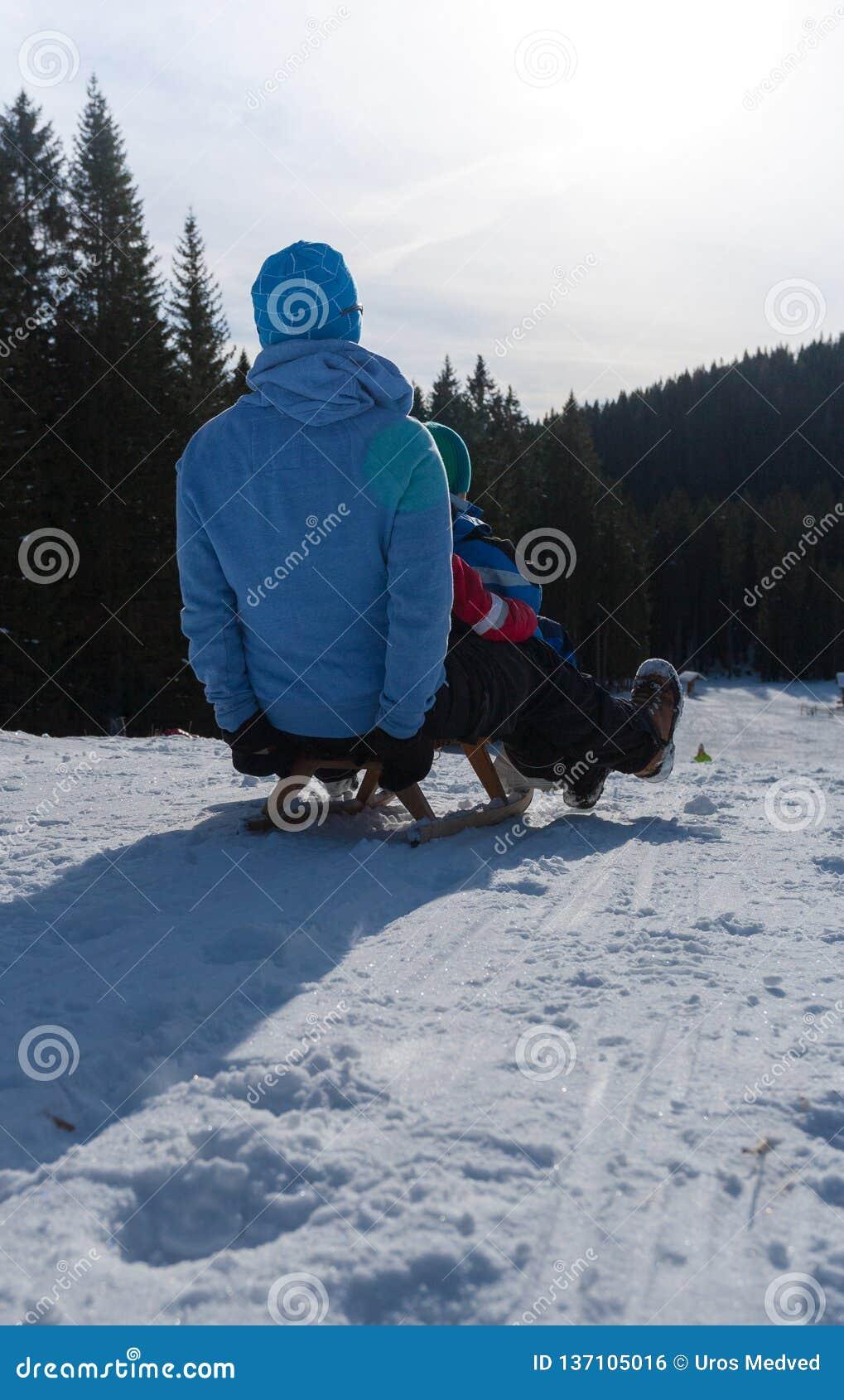 Saneczkować na śniegu