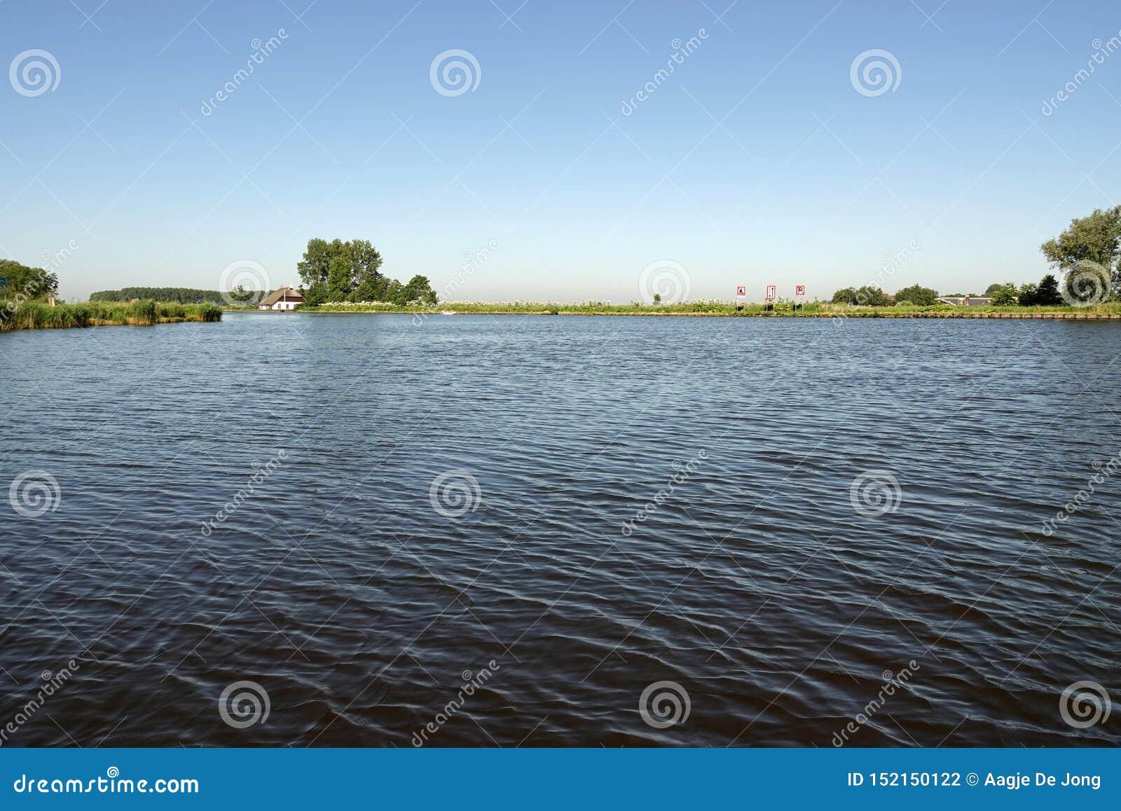 Sanemar jeziorne wody Eernewoude w Friesland