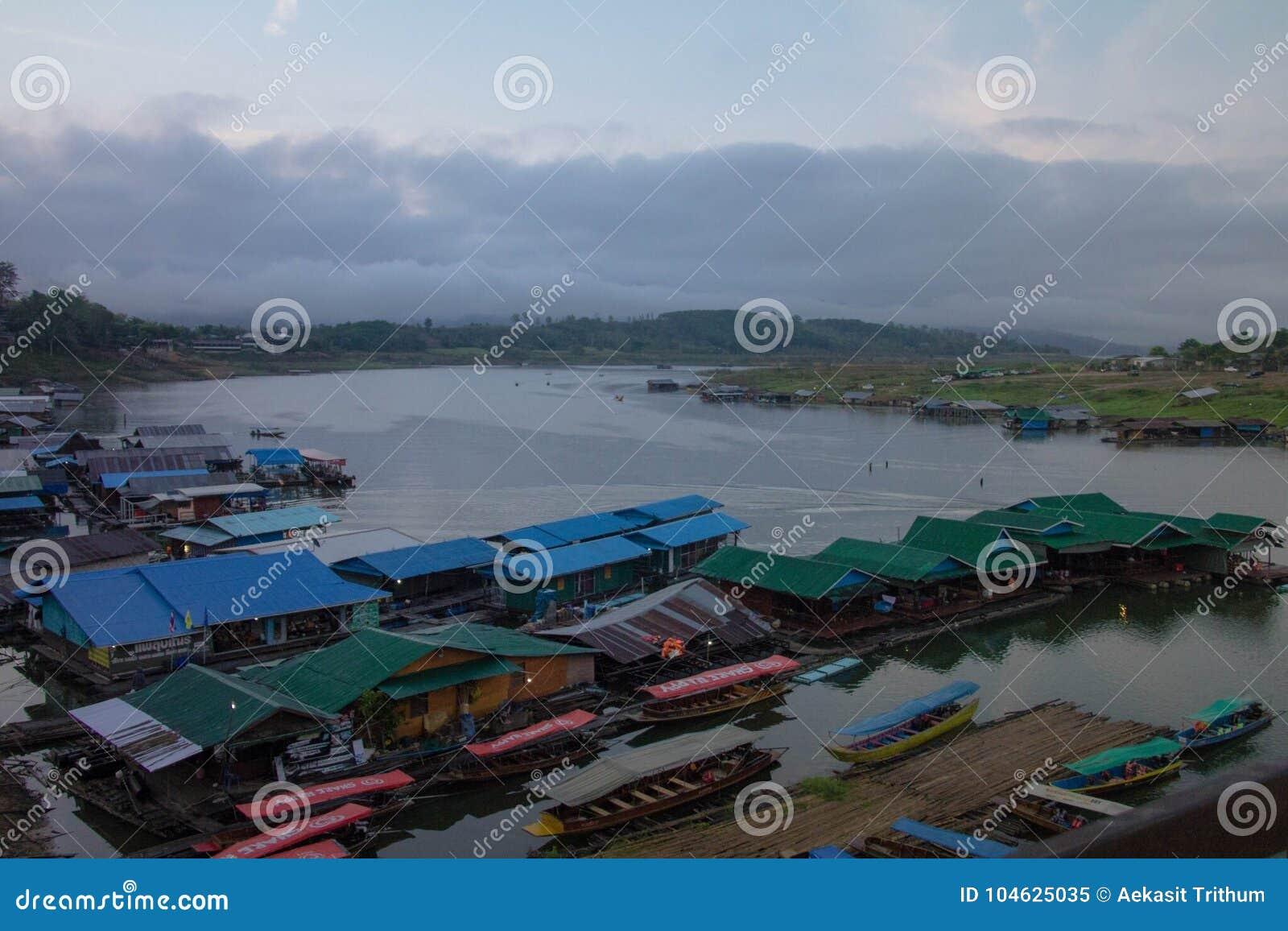 Download Sangkraburikarnchanaburi Thailand Redactionele Afbeelding - Afbeelding bestaande uit meer, reservoir: 104625035