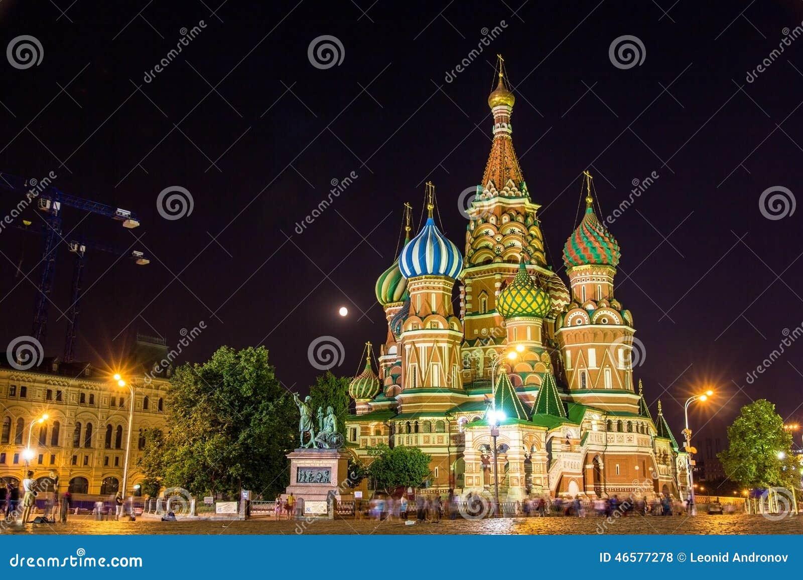 Sanka basilikas domkyrka i Moskva på natten