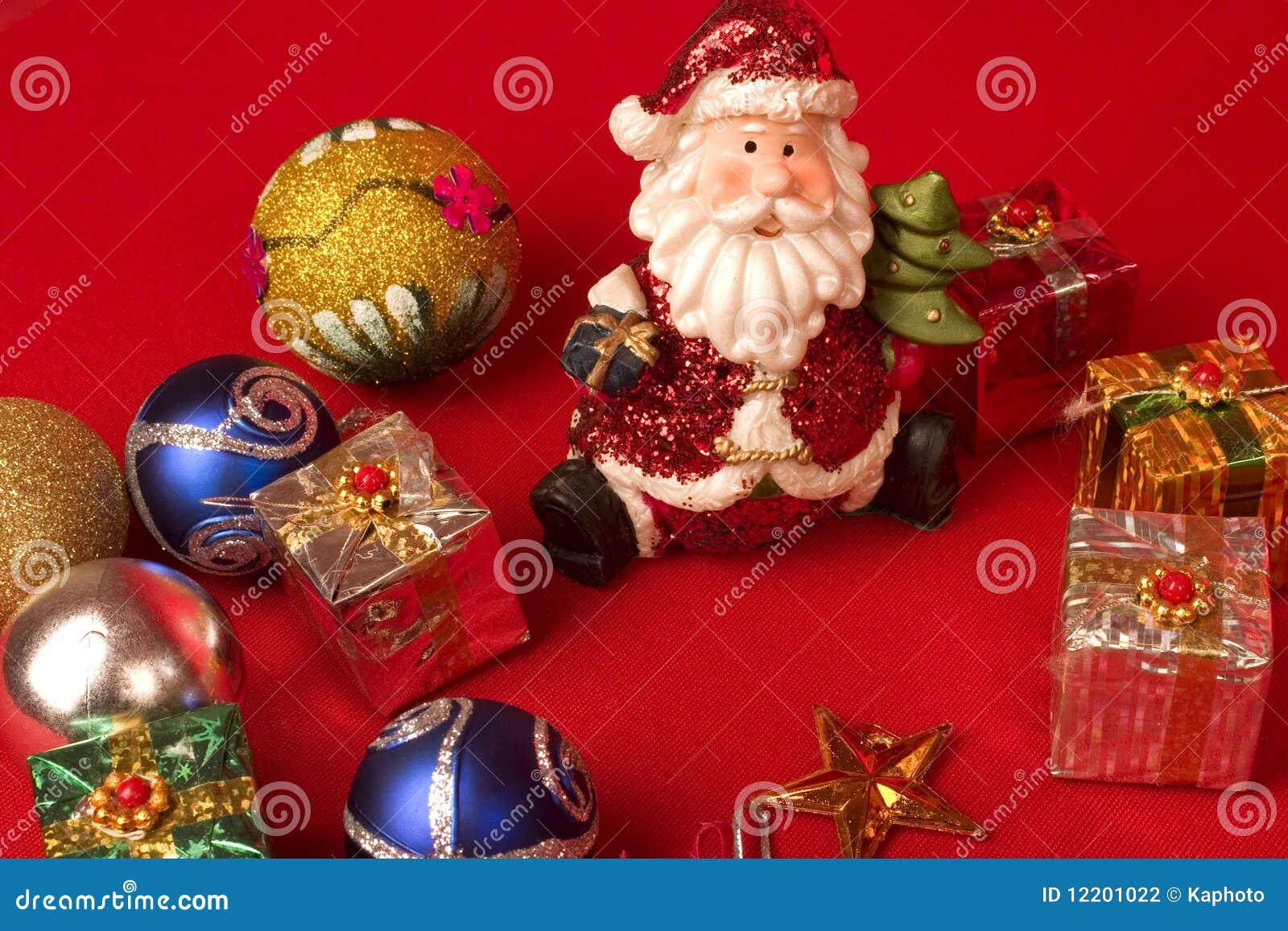 Sankt mit Weihnachtsgeschenken