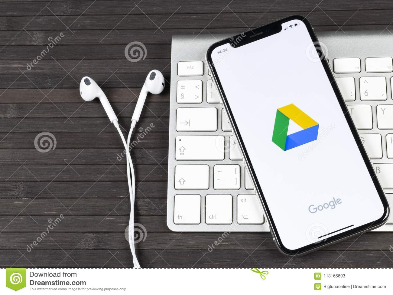 how to download from google drive to iphone