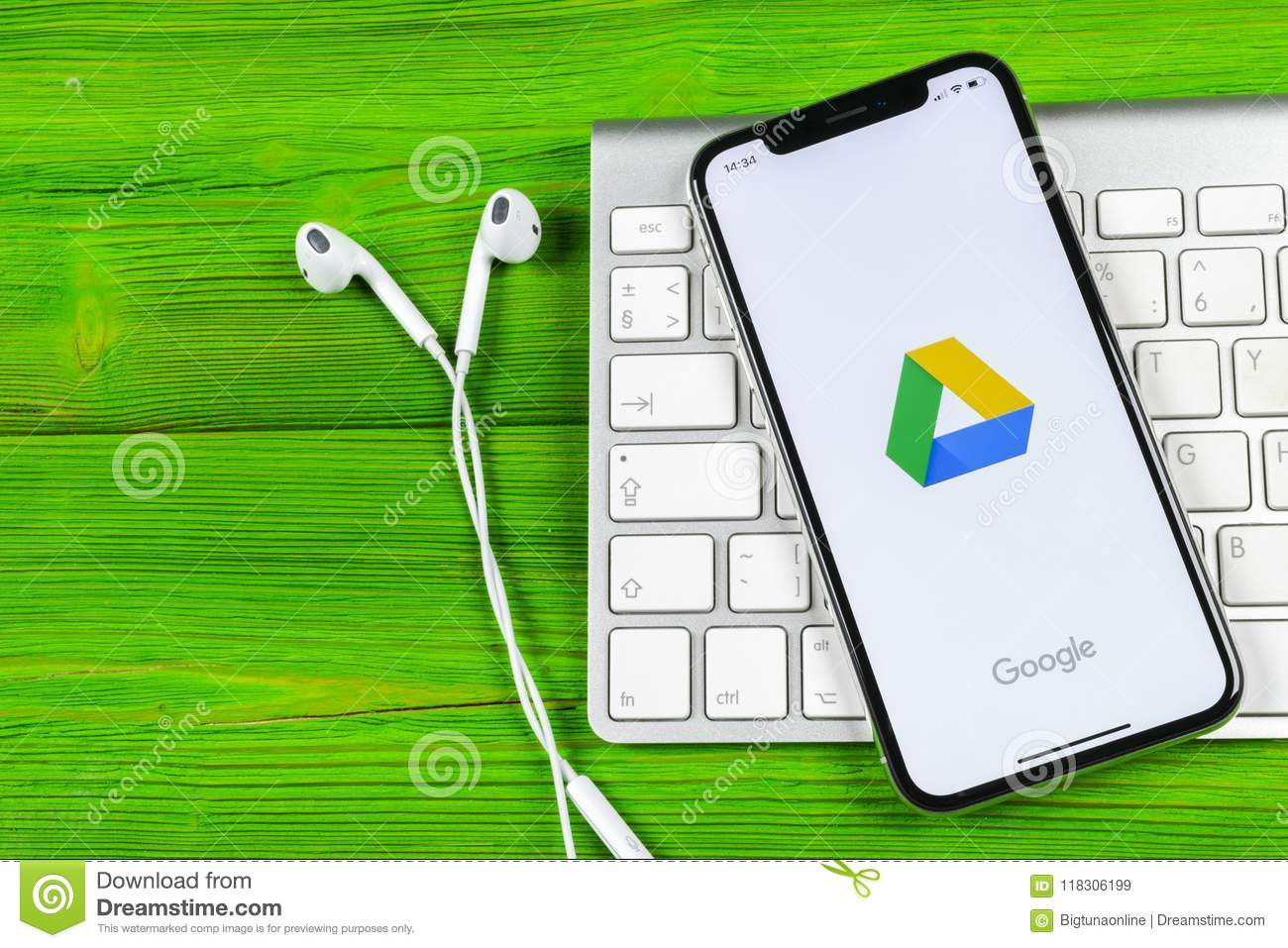 Google Drive Application Icon On Apple IPhone X Screen Close