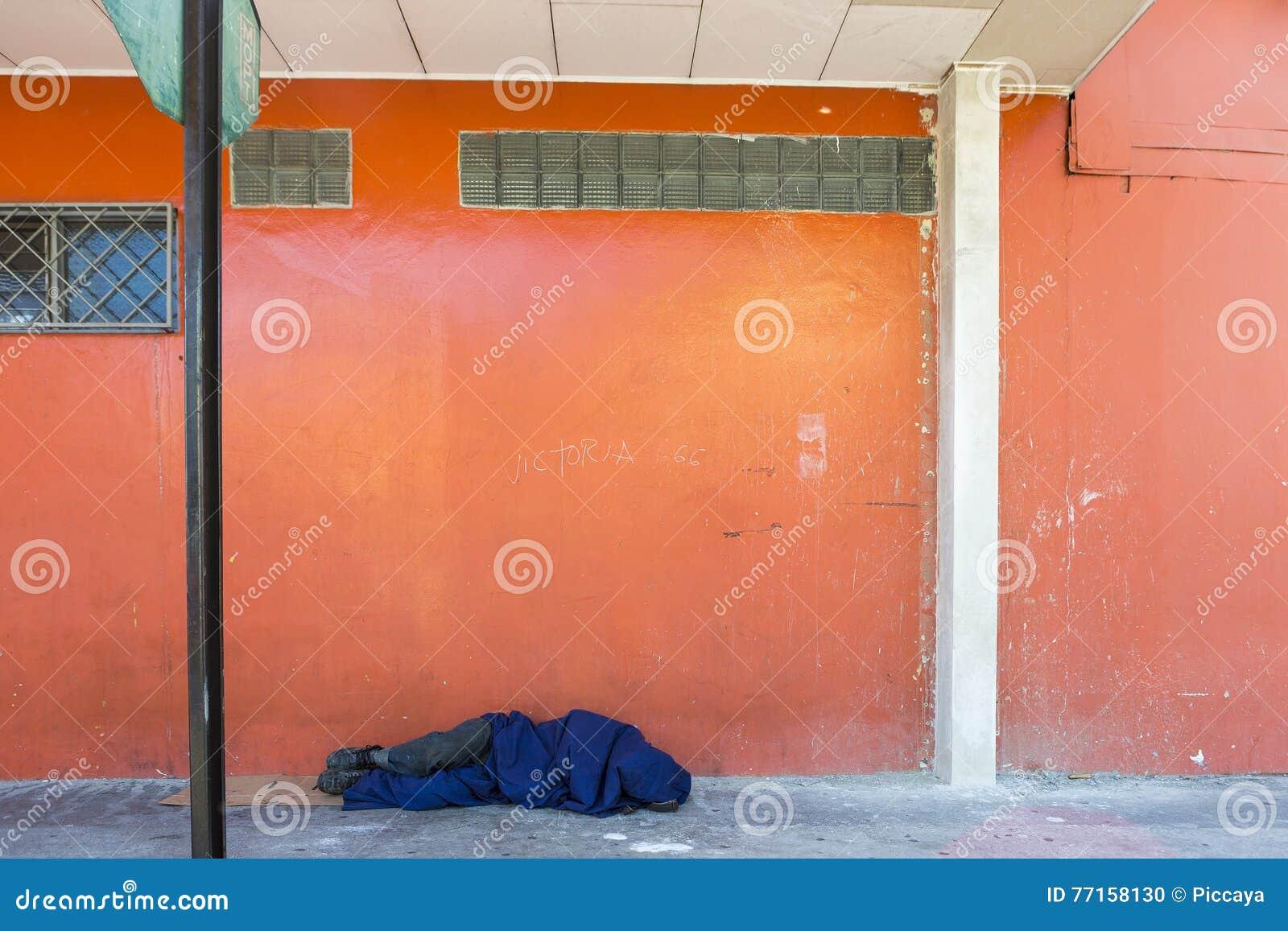 Sans-abri de sommeil dans la rue de San Jose, Costa Rica