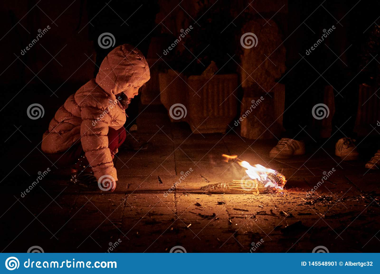 Sant Julià de Cerdanyola, Ισπανία - 24 Δεκεμβρίου 2018: μικρό κορίτσι με τον πατέρα σας στο faia FIA