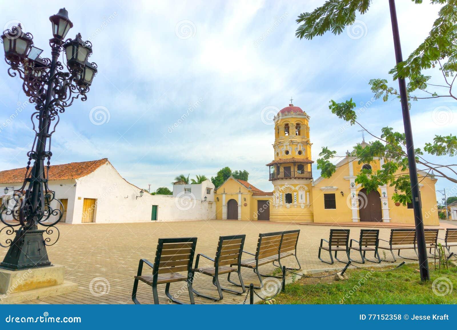 Santa Barbara Church et bancs
