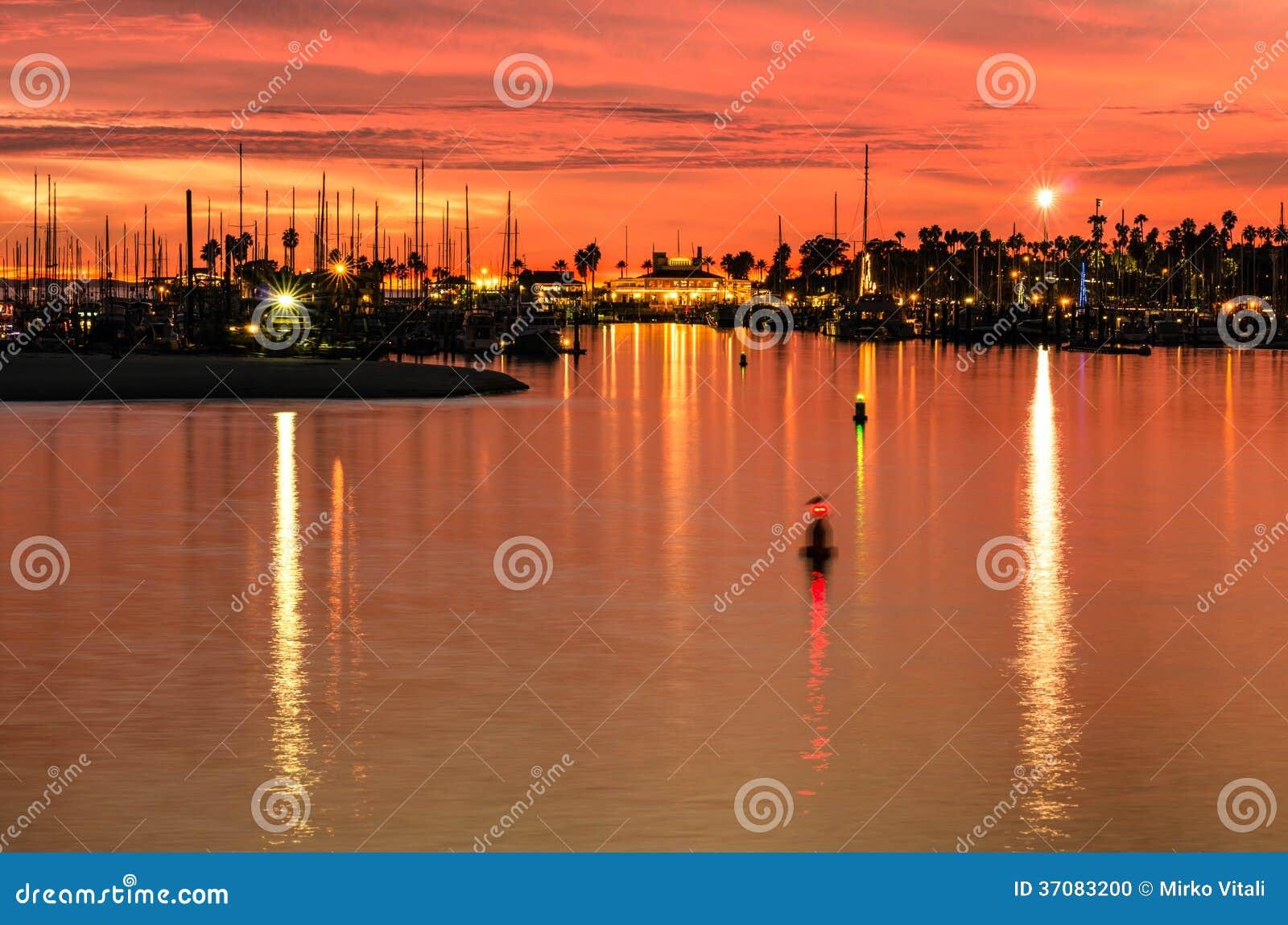 Download Santa Barbara Przy Zmierzchem Zdjęcie Stock - Obraz złożonej z półmrok, molo: 37083200
