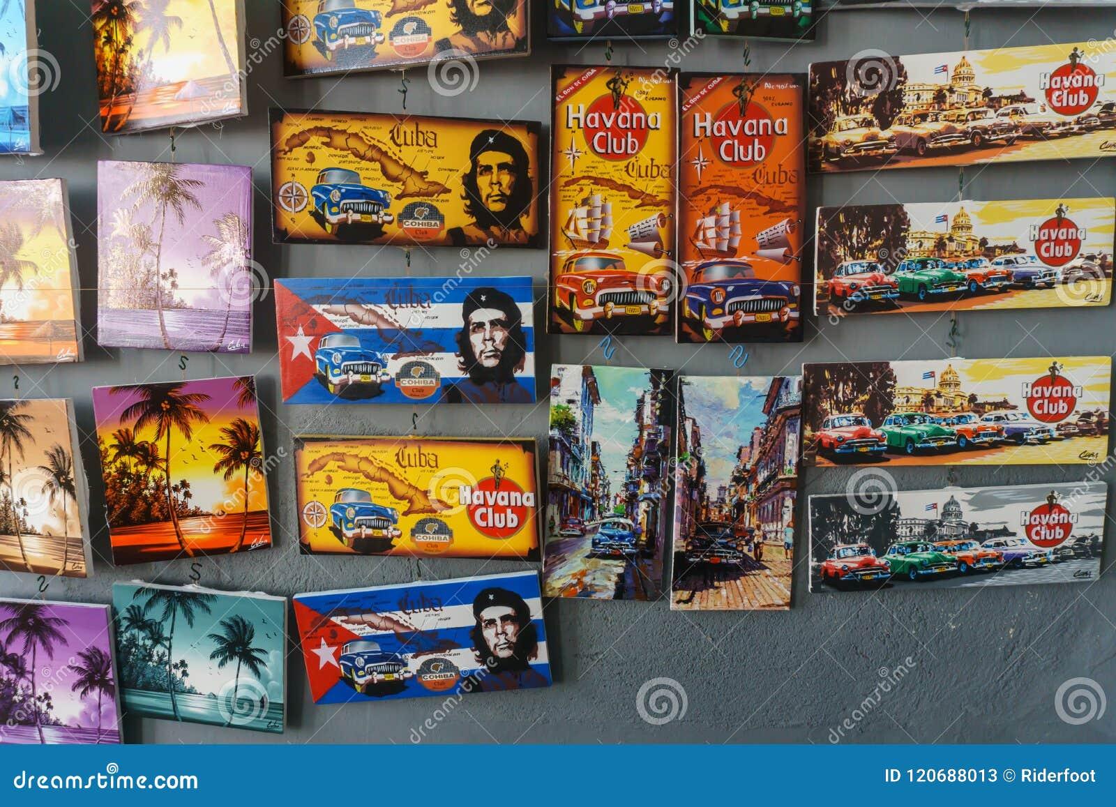 Santa Clara, Kuba, Styczeń 5, 2017: pamiątki od miejscowego robią zakupy w Santa Clara, Kuba