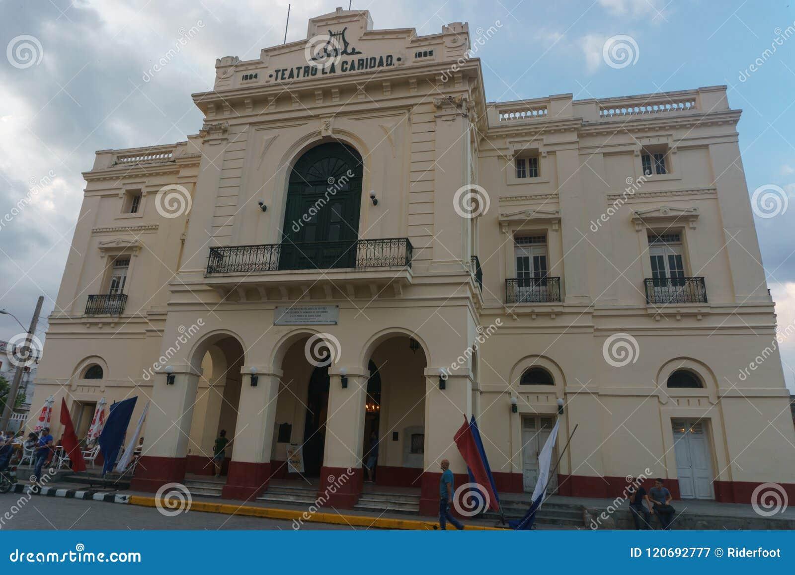 Santa Clara, Kuba, Styczeń 5, 2017: Teatro los angeles Caridad outdoors przegląda, Ogólny podróży metaforyka