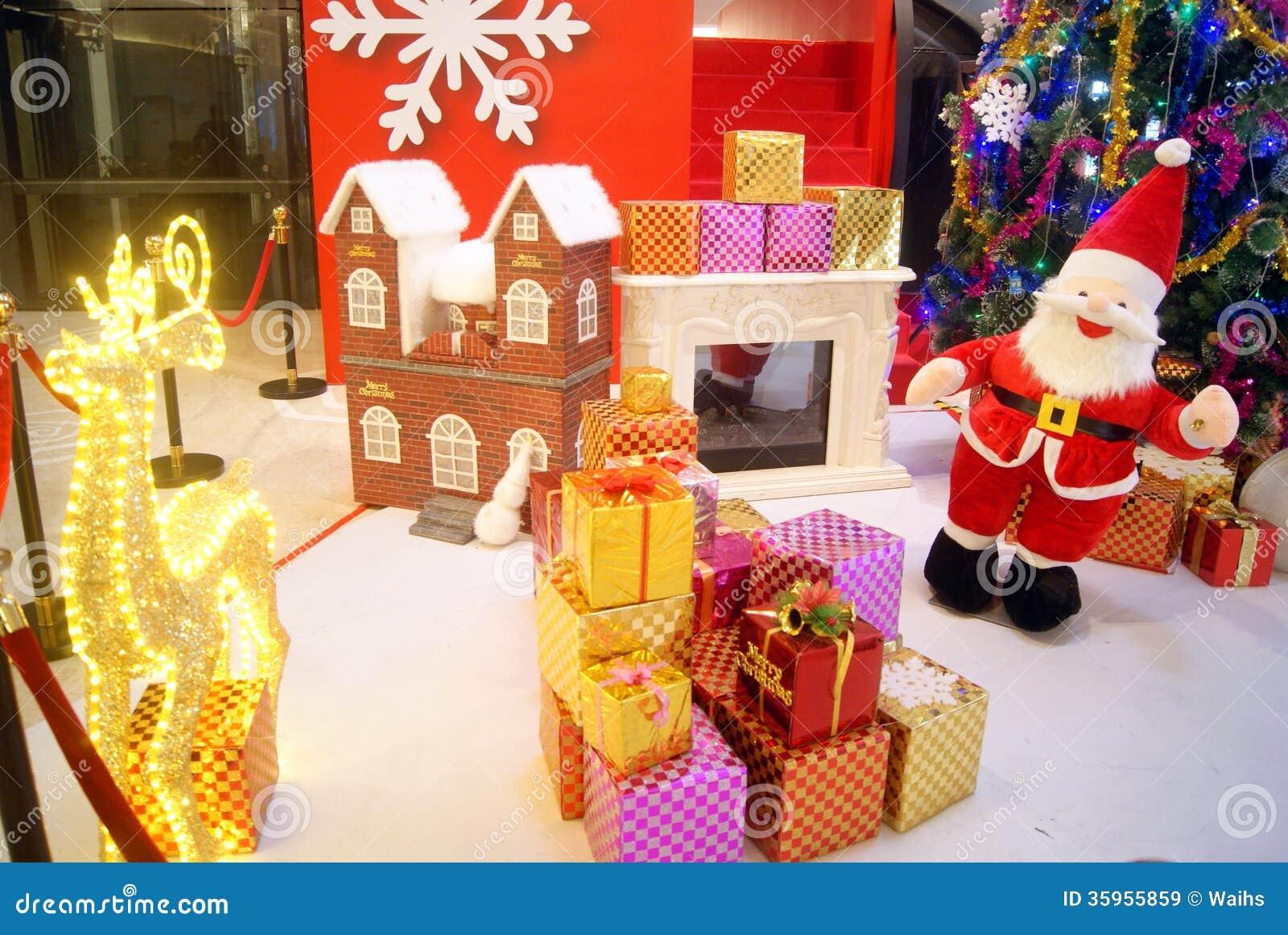 Santa Claus Christmas Gift Royalty Free Stock Images