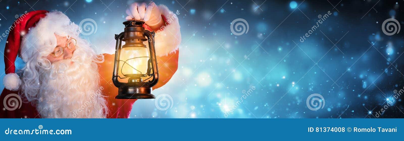 Santa Claus com lanterna