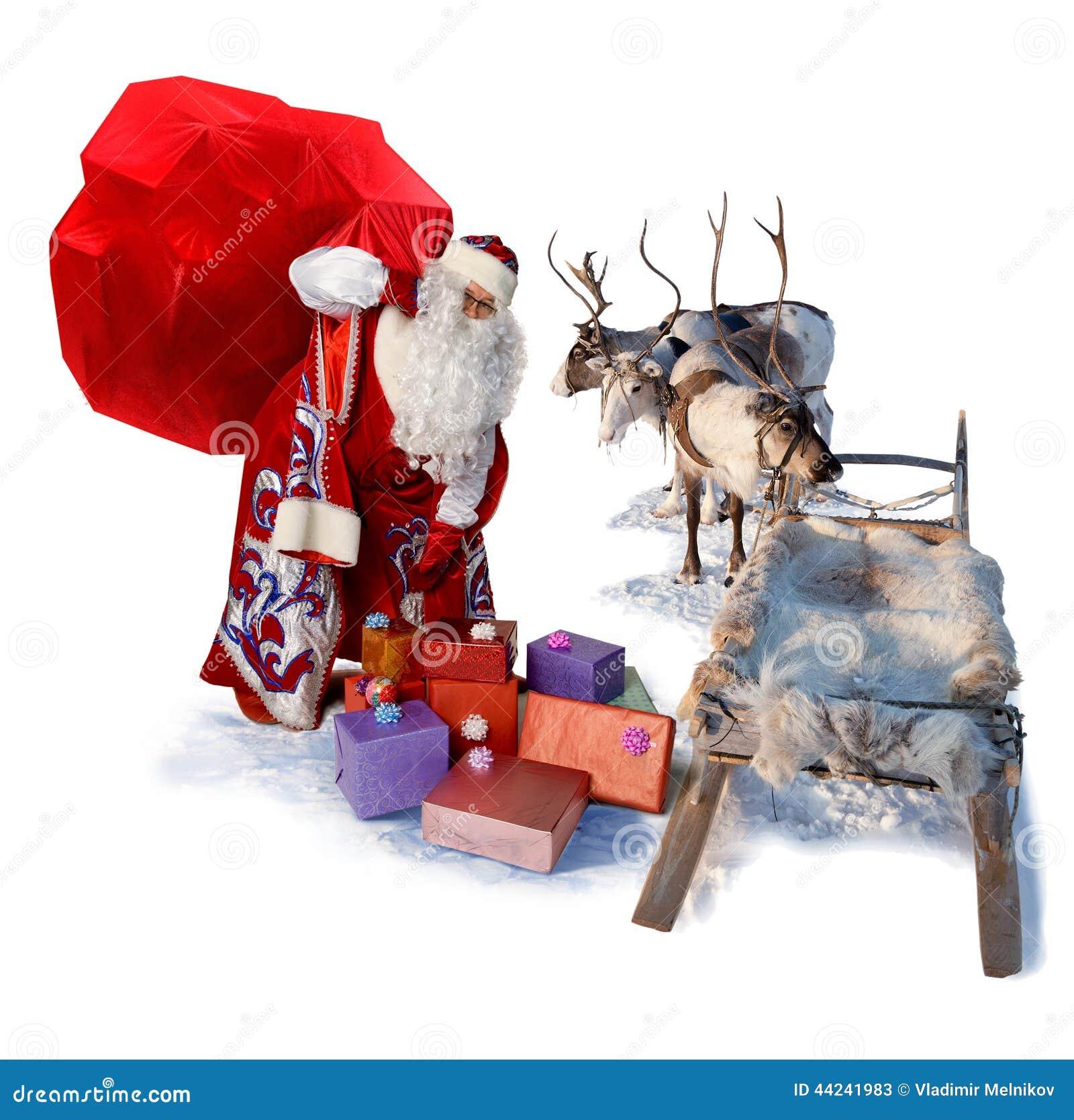Santa Claus com o saco grande dos presentes e do seu trenó da rena