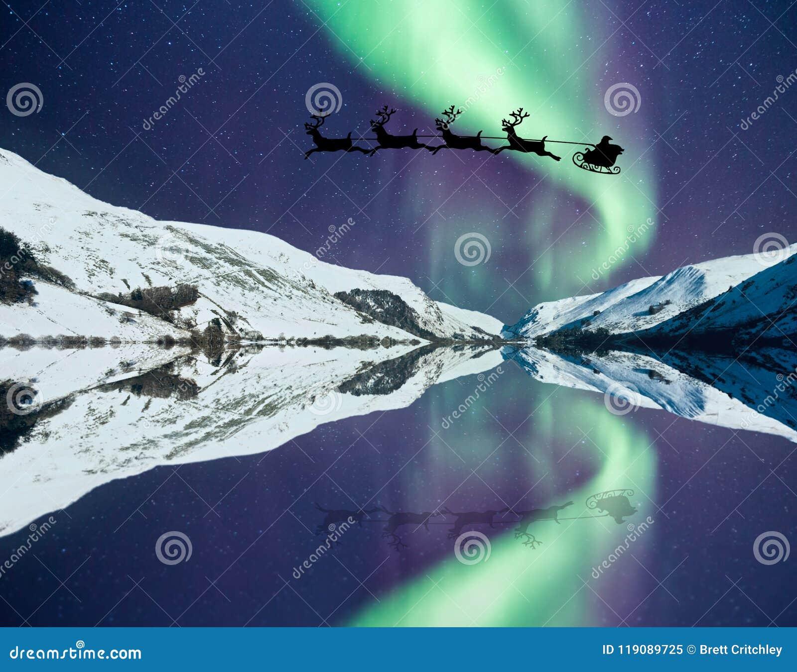 Santa Claus con la renna di volo