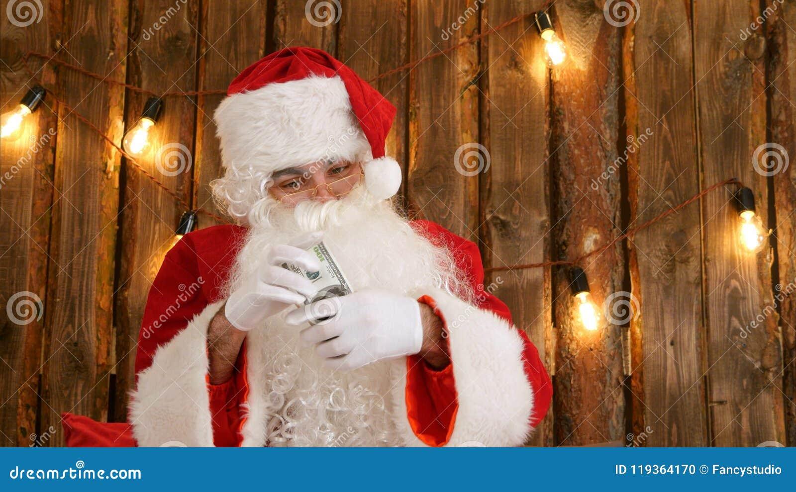Santa Claus, die sein Geld zählt und verschwindenen Trick des Geldes zeigt