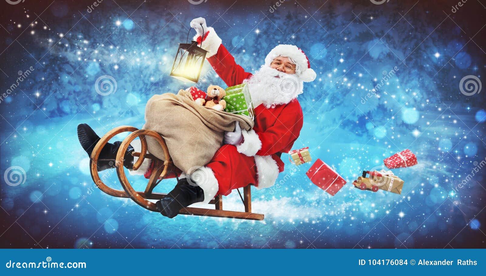 Santa Claus em seu pequeno trenó