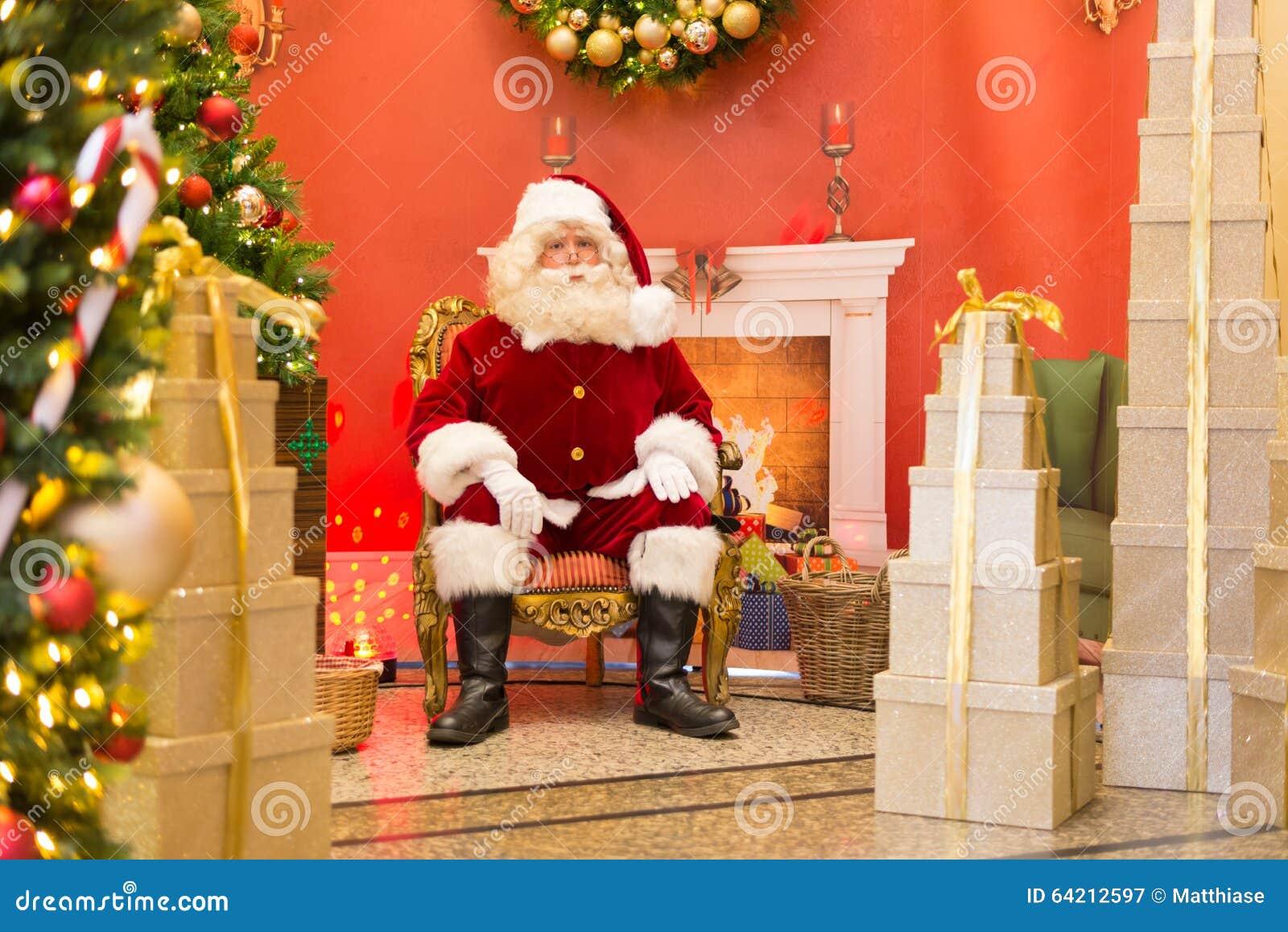 Santa Claus en el trono