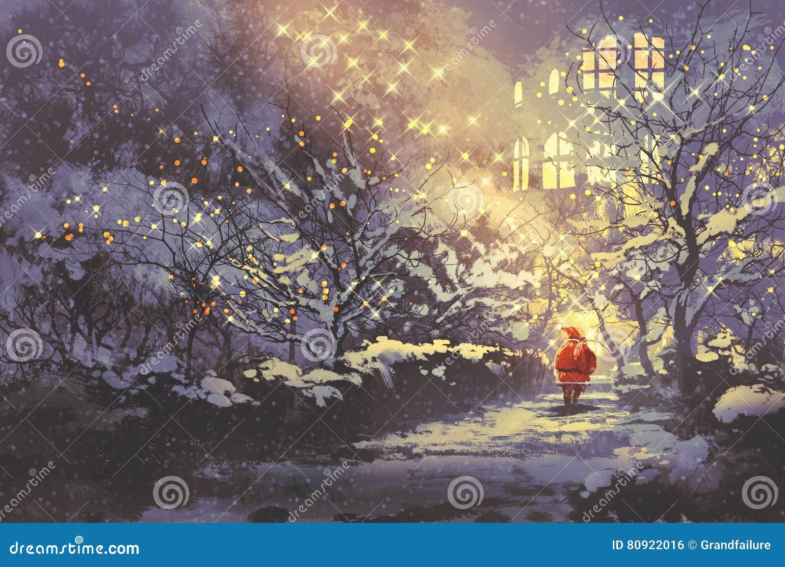 Santa Claus i snöig vintergränd i parkera med julljus på träd