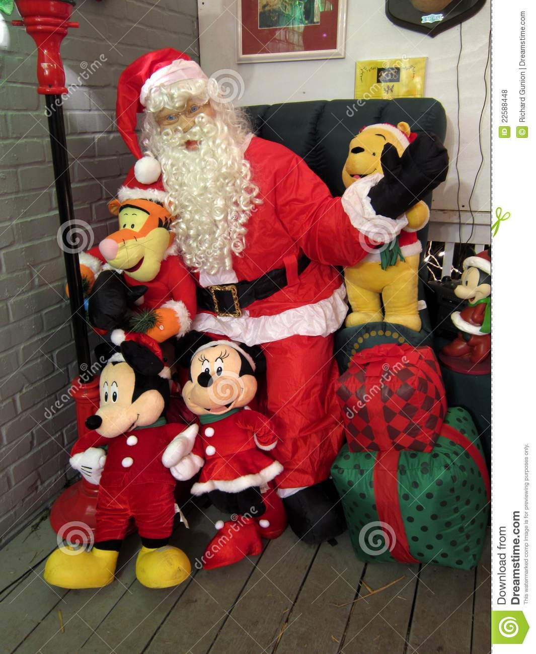 Populaire Santa Claus And Mickey Mouse Editorial Stock Photo - Image: 22588448 OC95