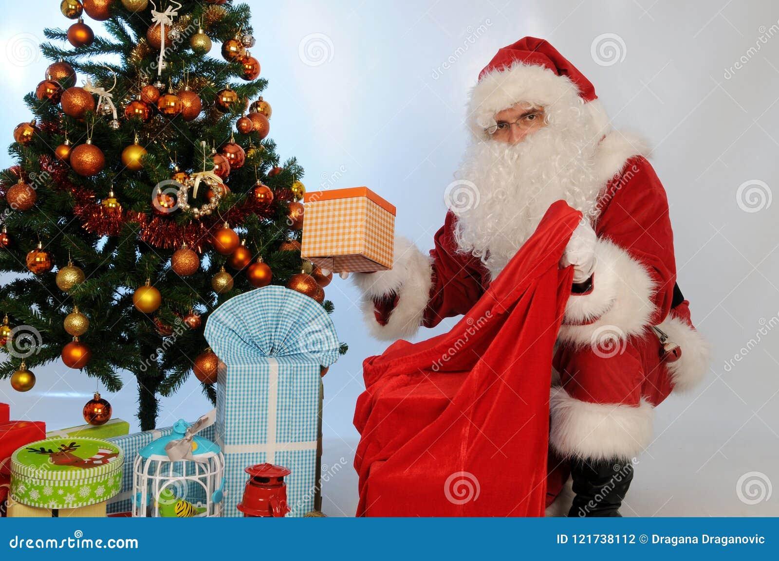 Occasioni Regali Di Natale.Santa Claus Porta Il Sacco Con I Regali Per Il Natale