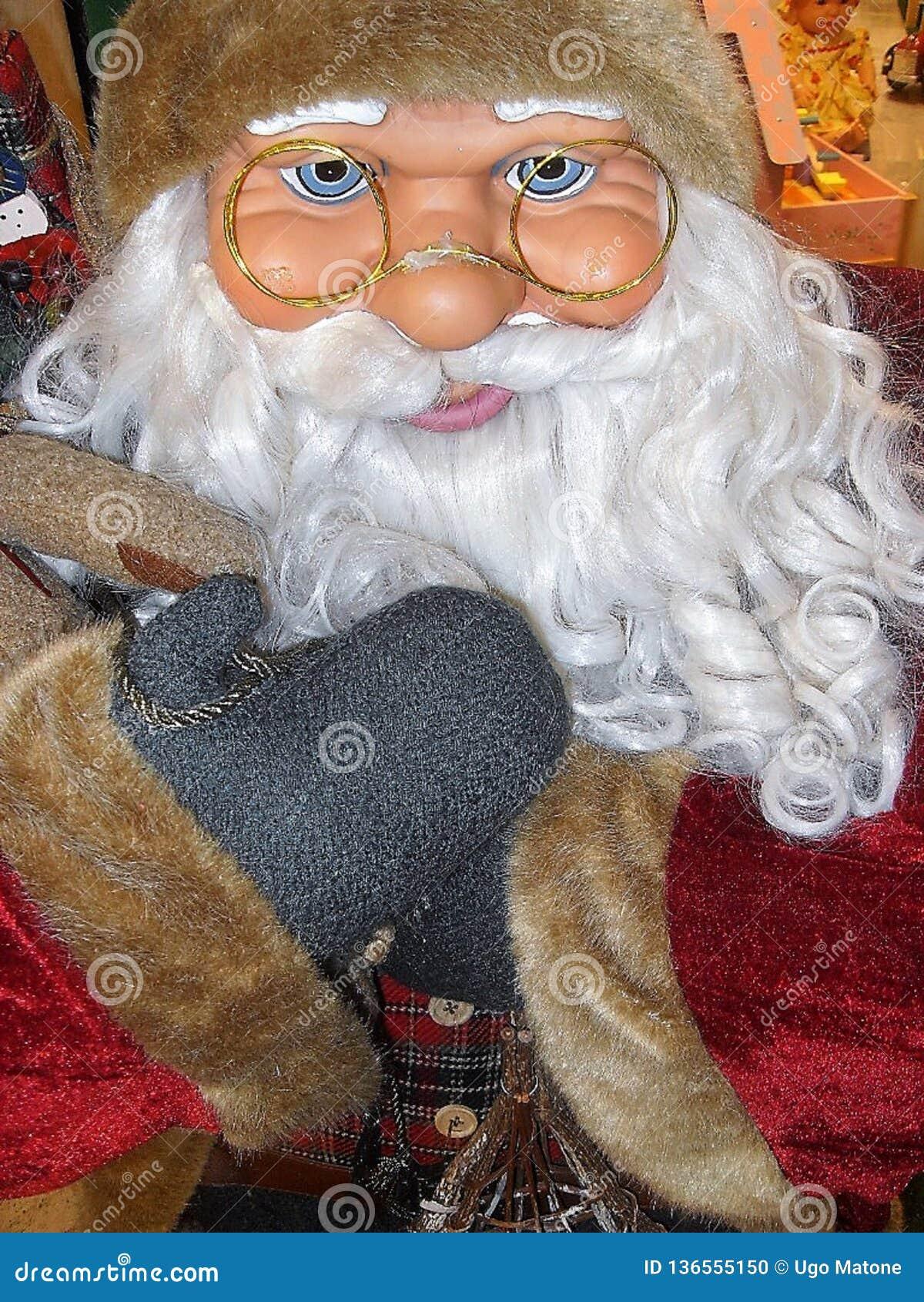 Santa Claus-Puppe, mit Gläsern