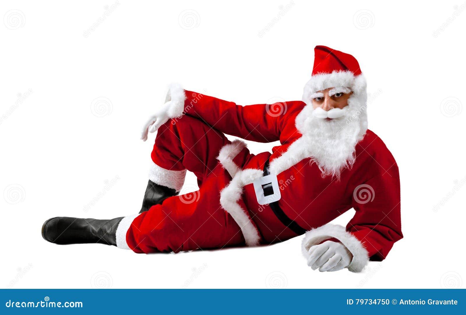 Santa Claus que miente en un fondo blanco