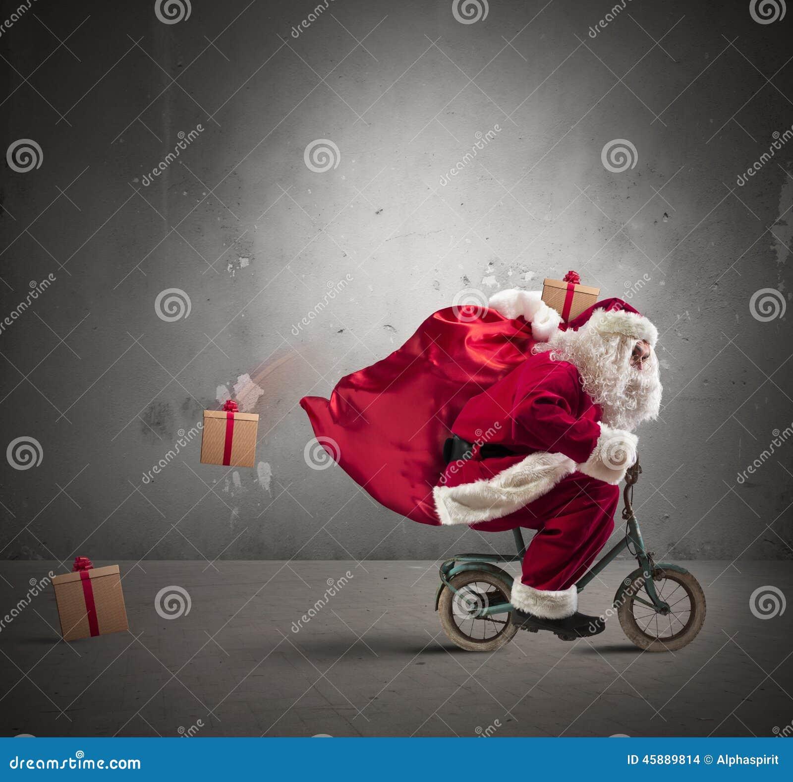 Santa Claus rapide sur le vélo