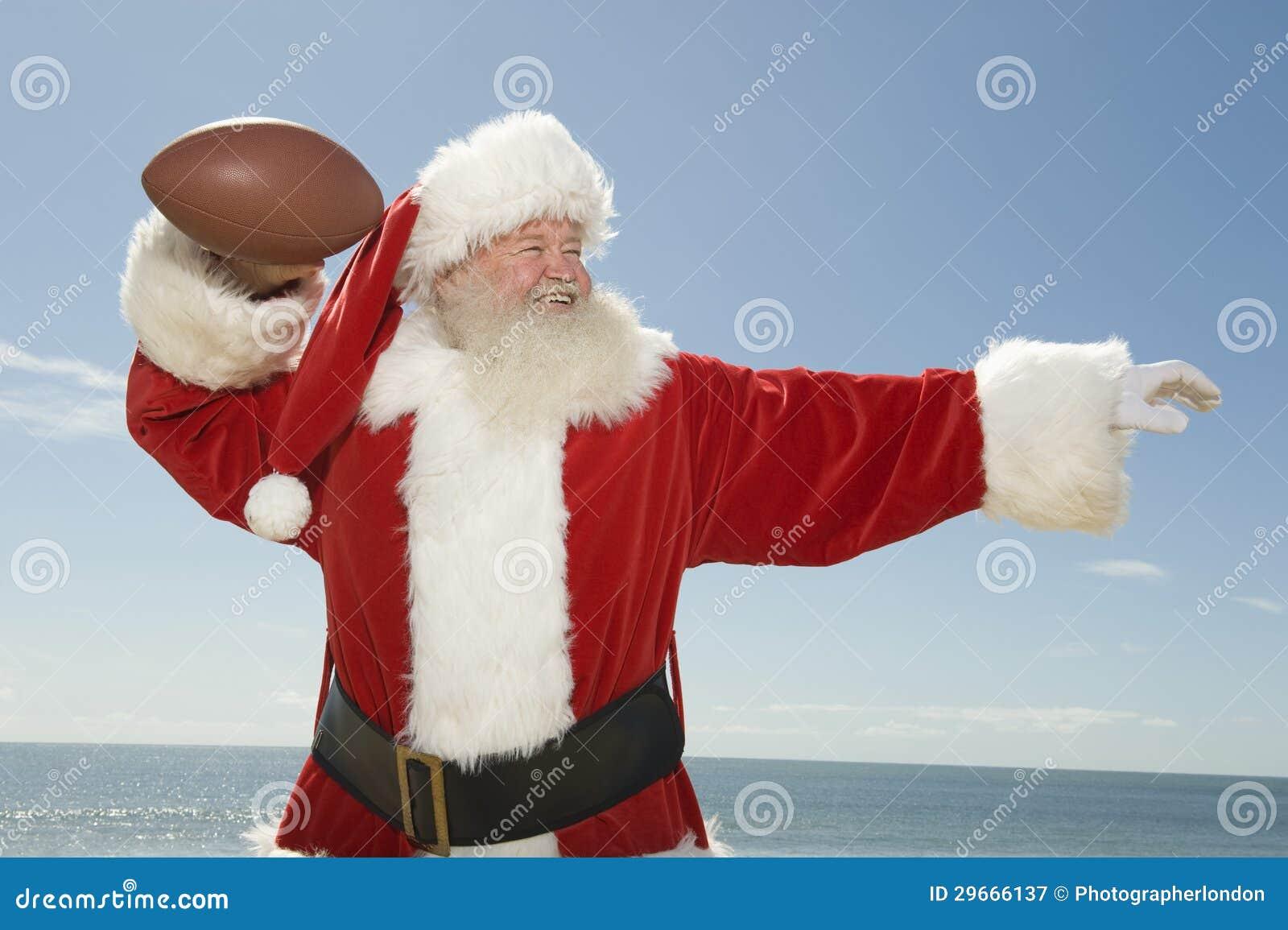 Santa Claus Ready To Throw Rugby-Bal
