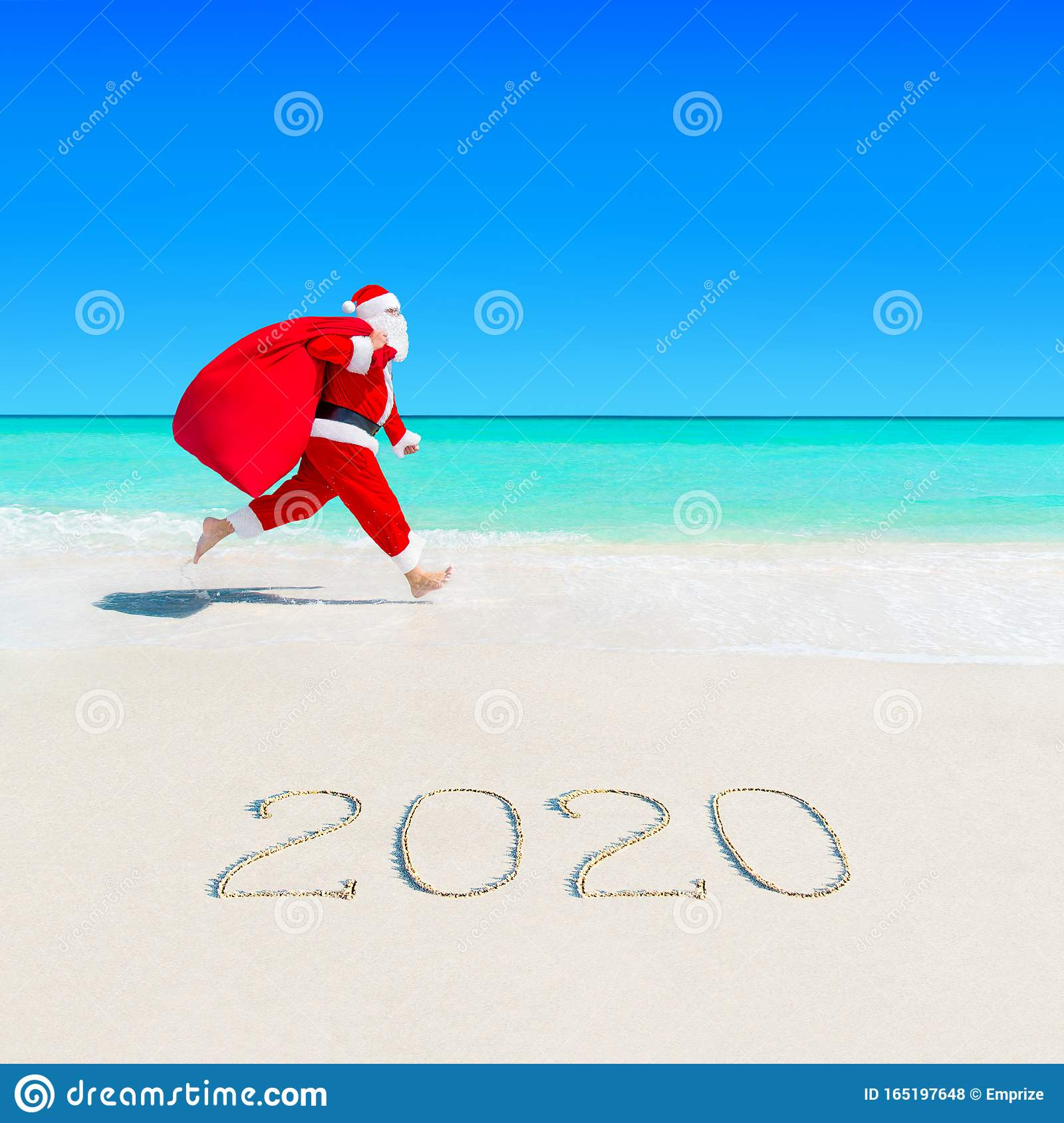Beach Vacation Christmas 2020 Santa Claus Run At Sandy Ocean Beach 2020 With Christmas Sack