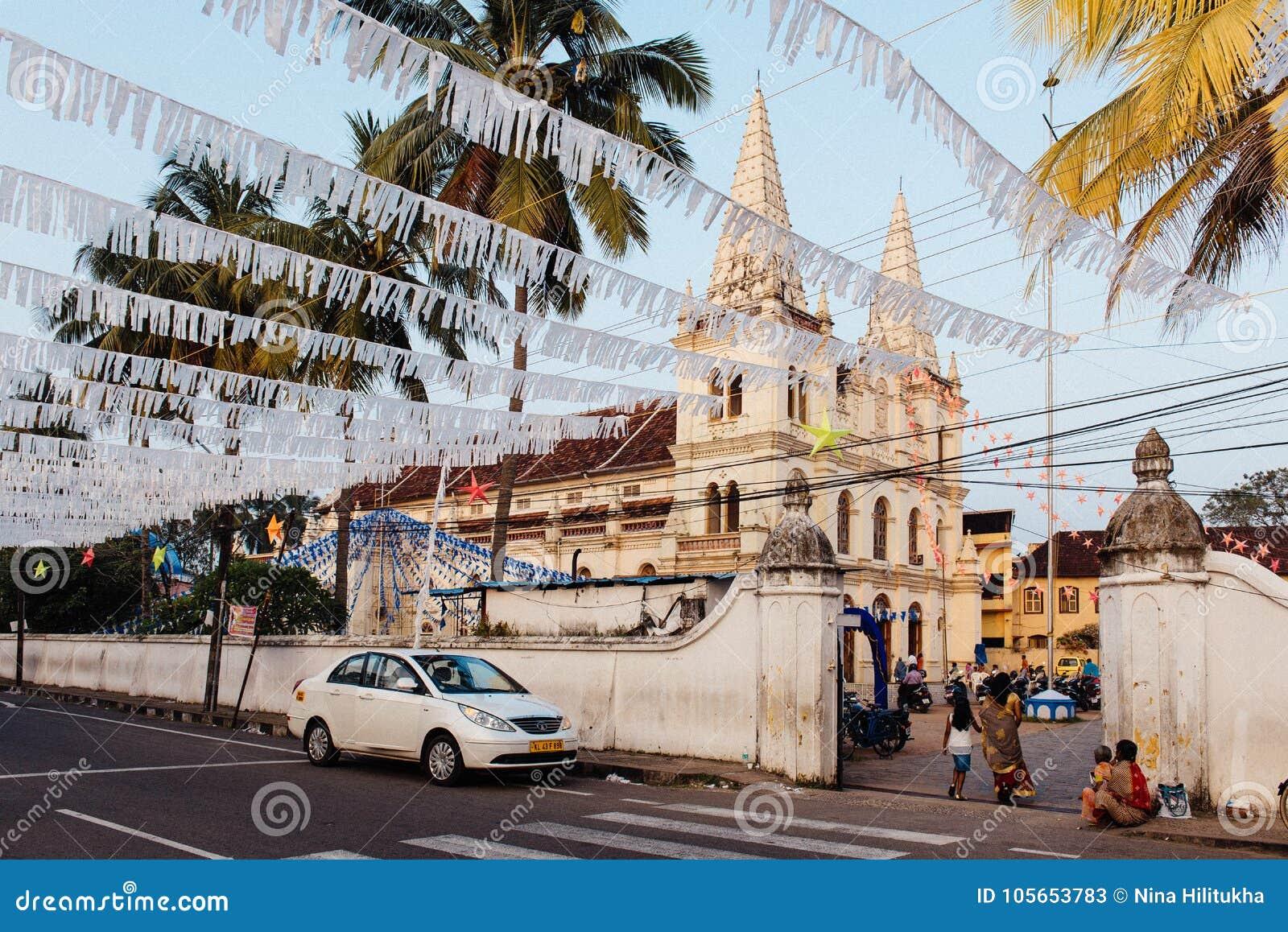 Santa Cruz Basilica vóór Kerstmis in Fort Kochi