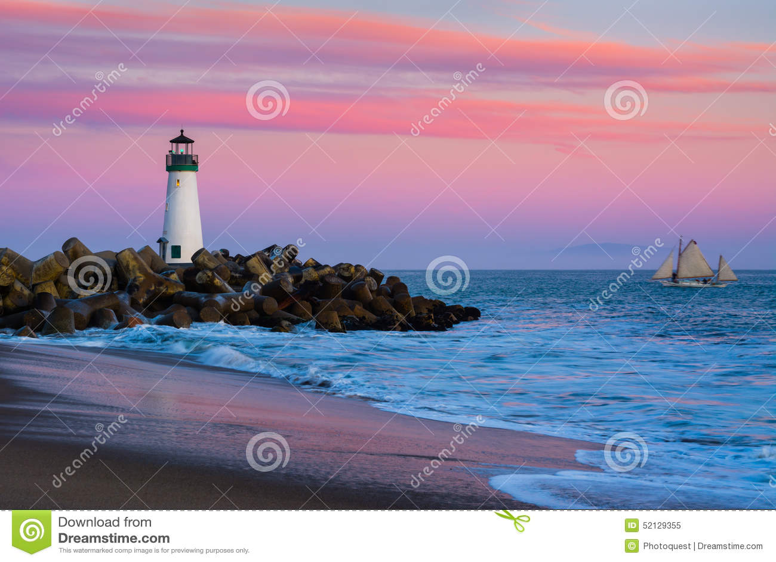 Santa Cruz Breakwater Lighthouse