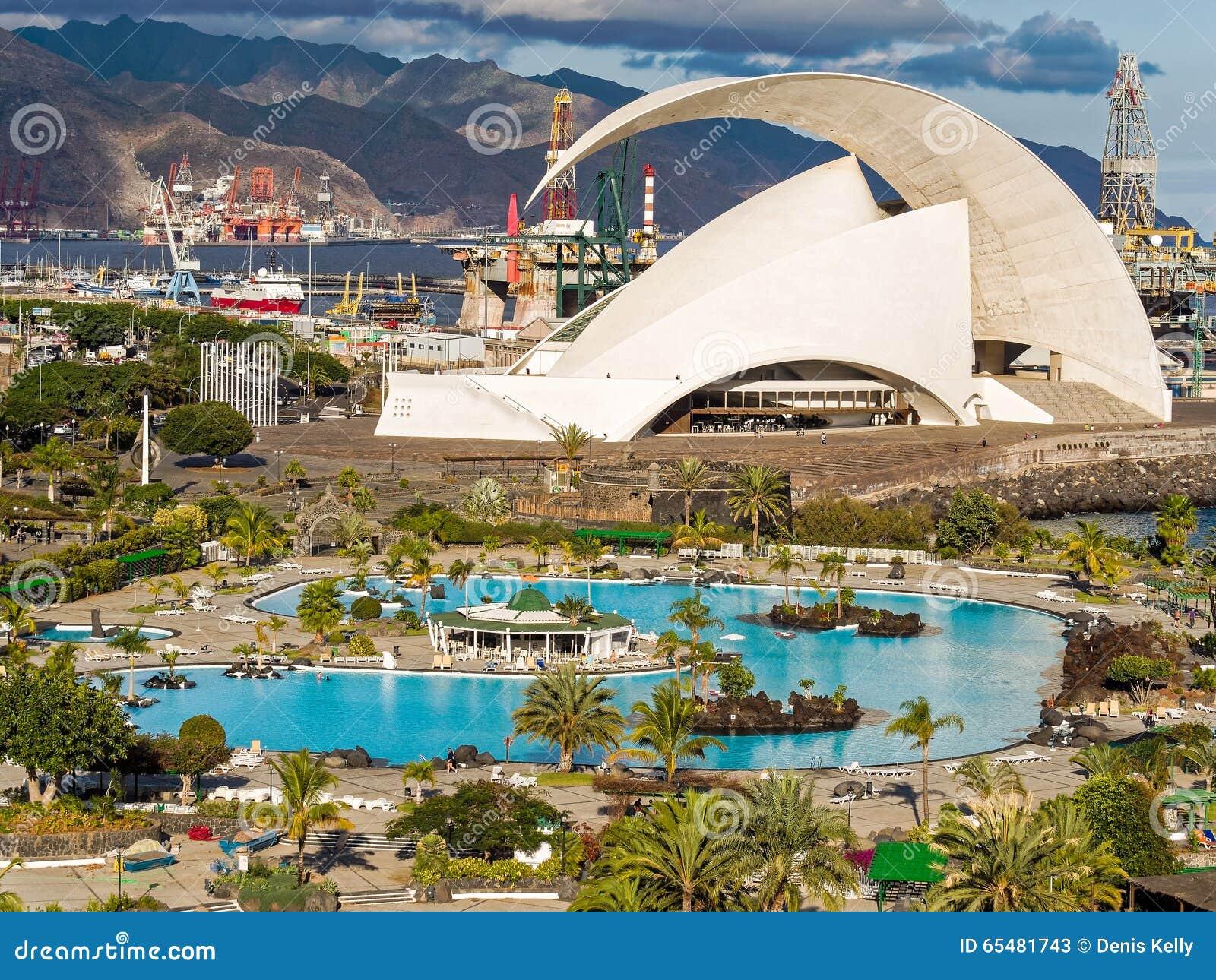 Tenerife spain november 19 2015 penguins on the for Gimnasio santa cruz de tenerife