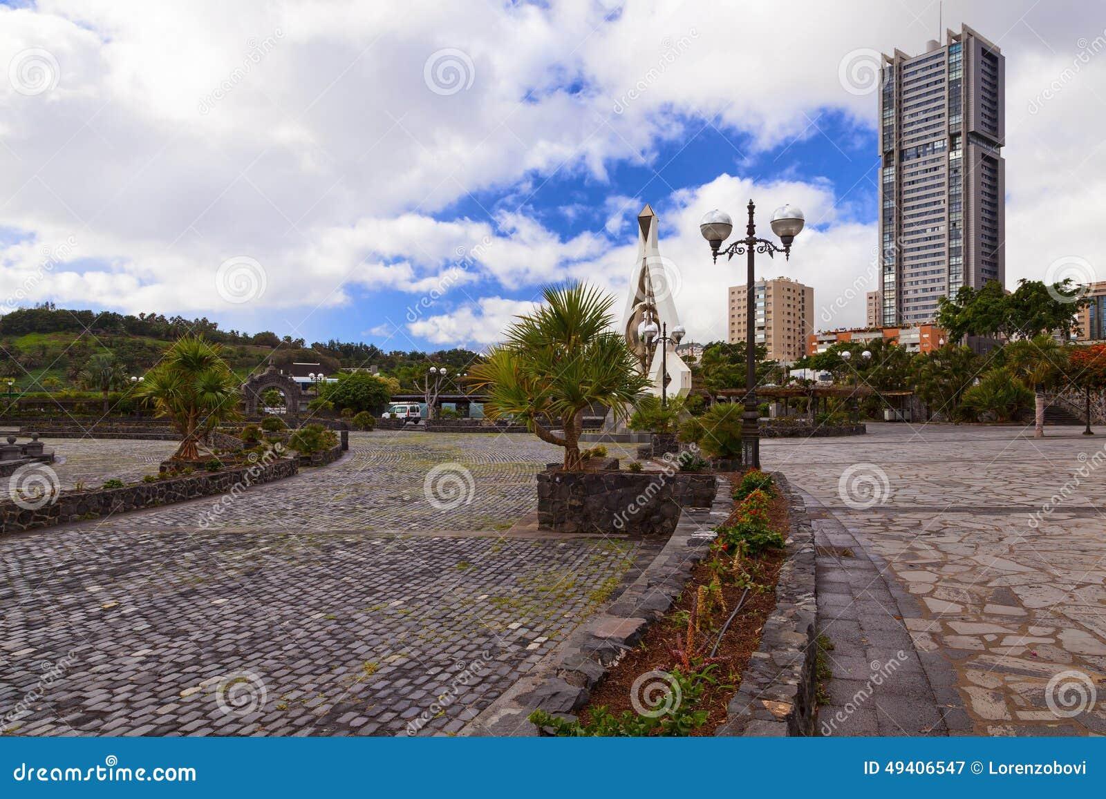 Download Santa- Cruzquadrat stockbild. Bild von sankt, asphalt - 49406547