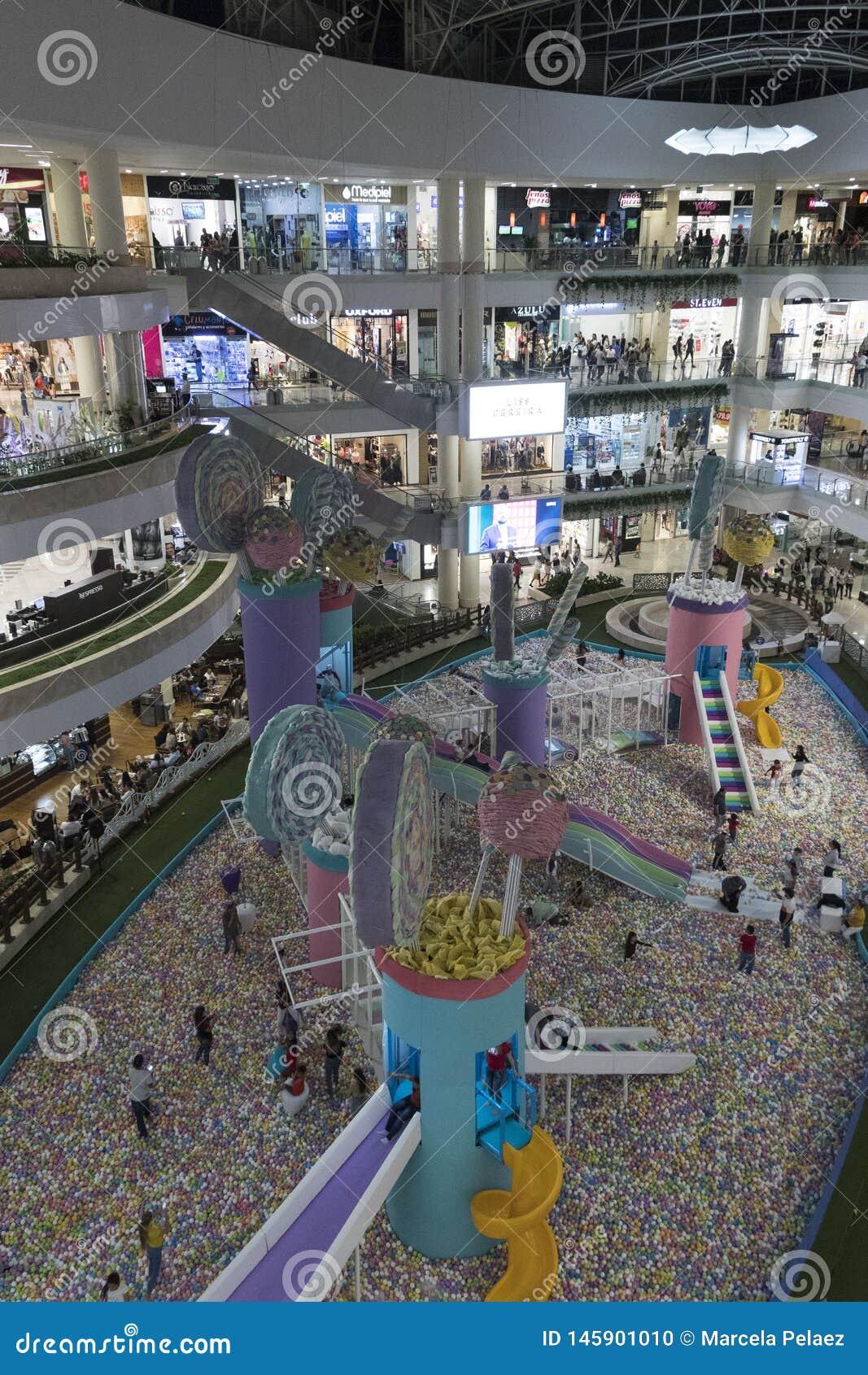 Santa Fe Shopping Center en la ciudad de Medellin del último piso