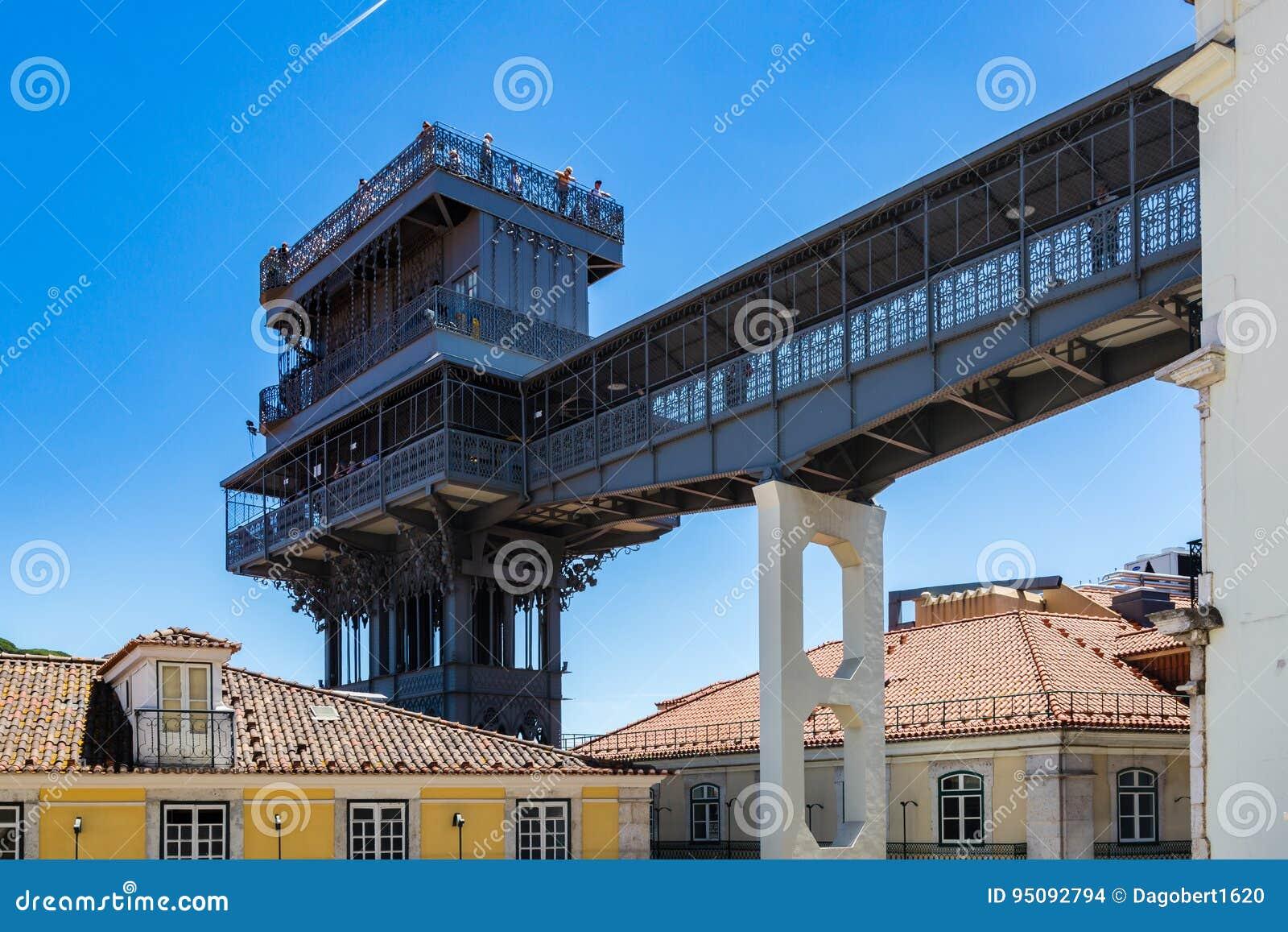 Santa Justa-Aufzug errichtet von Raoul Mesnard im Jahre 1902 in Lissabon, Portu