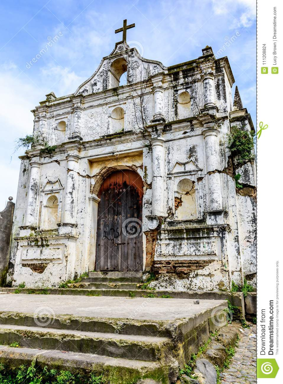 Ruined church, Santa Maria de Jesus near Antigua, Guatemala