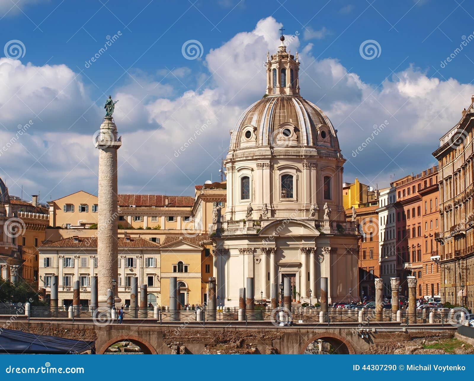 Santa maria di loreto belle vecchie finestre a roma italia fotografia stock immagine di - Finestre a roma ...